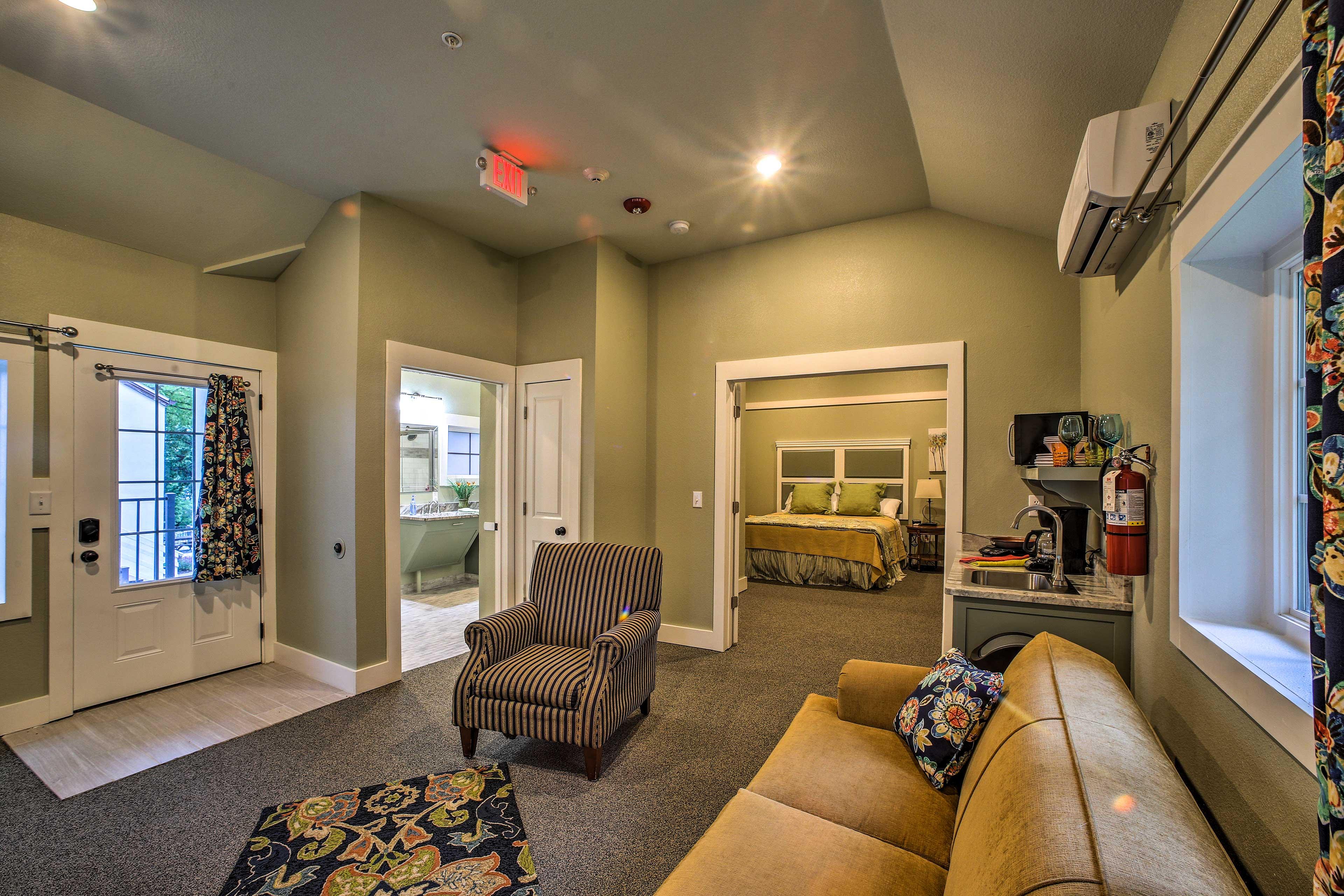 This quaint unit has plenty of room for a 1-bedroom cottage!