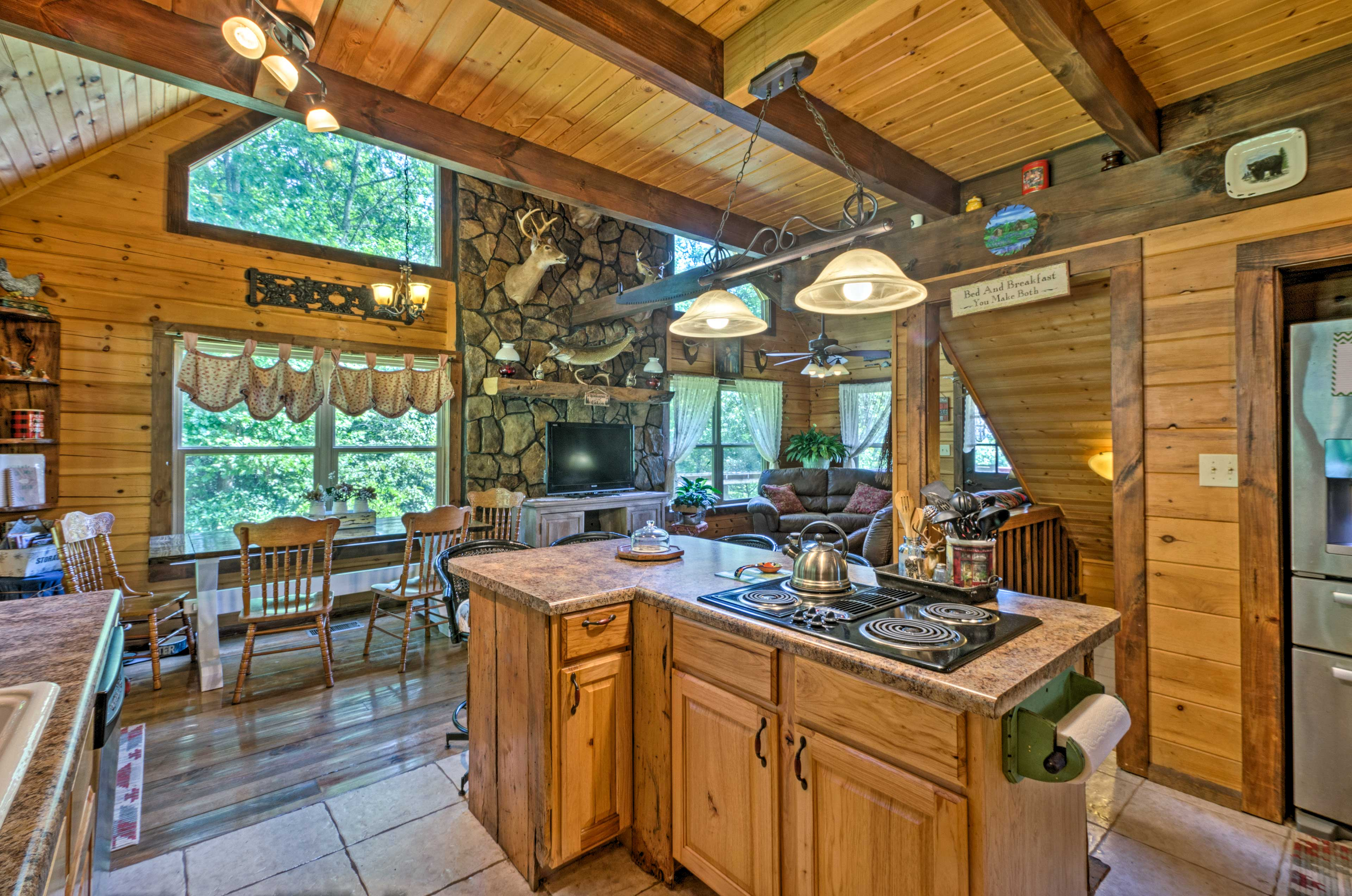 Host your family and friends in the fully equipped kitchen.