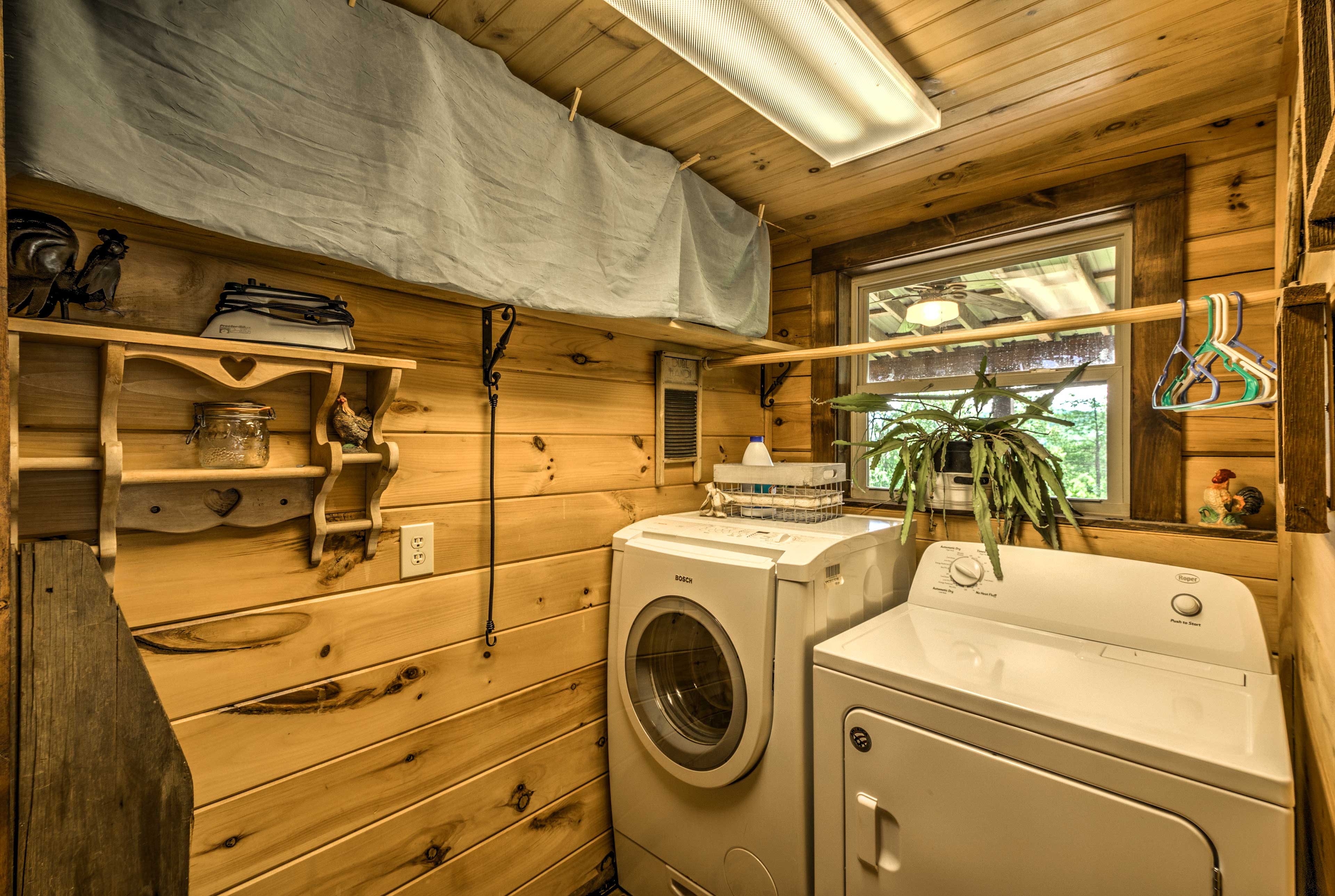 A washer and dryer are conveniently located right in the cabin.