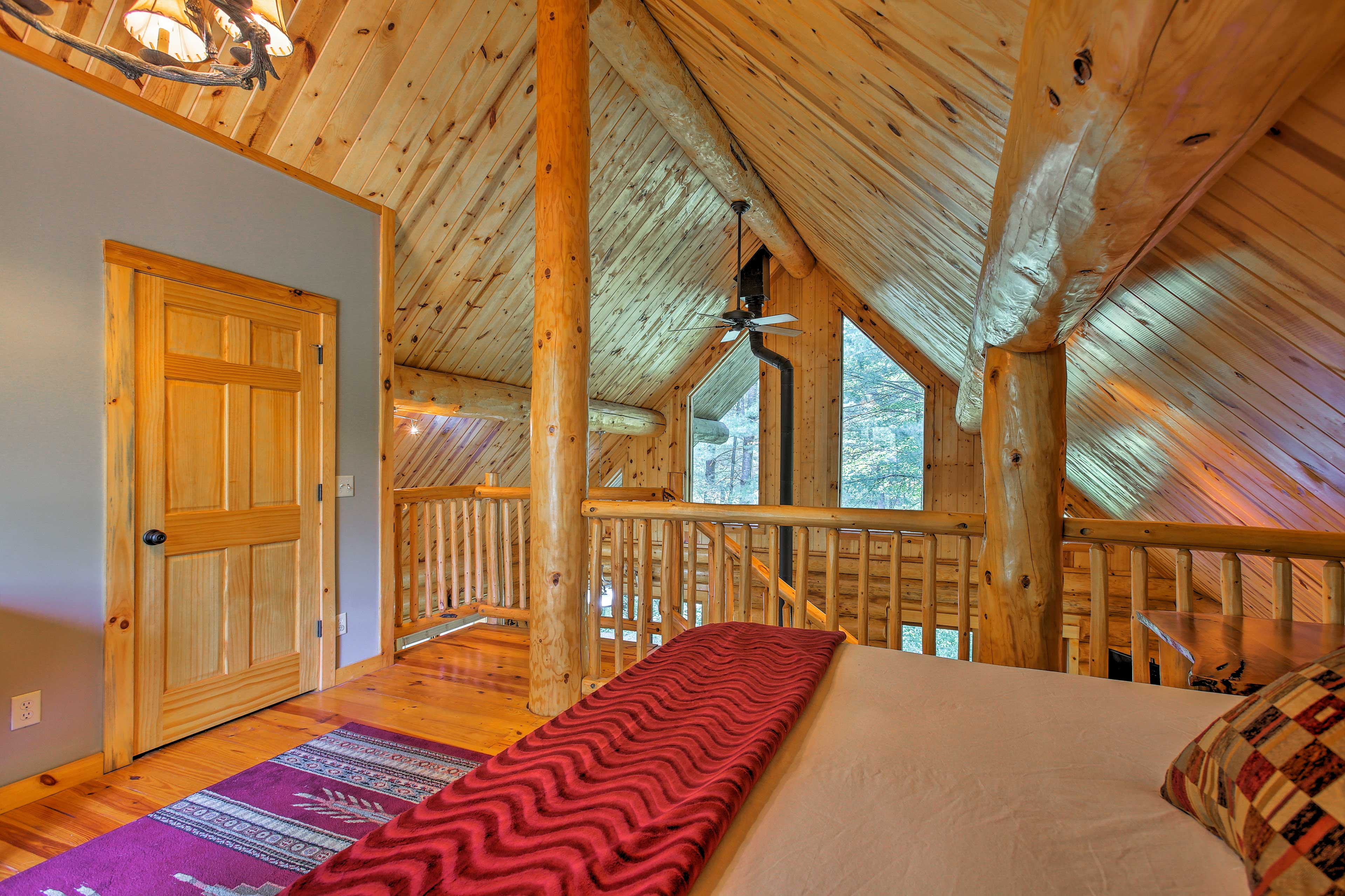 You can admire the whole cabin's interior from this bedroom!