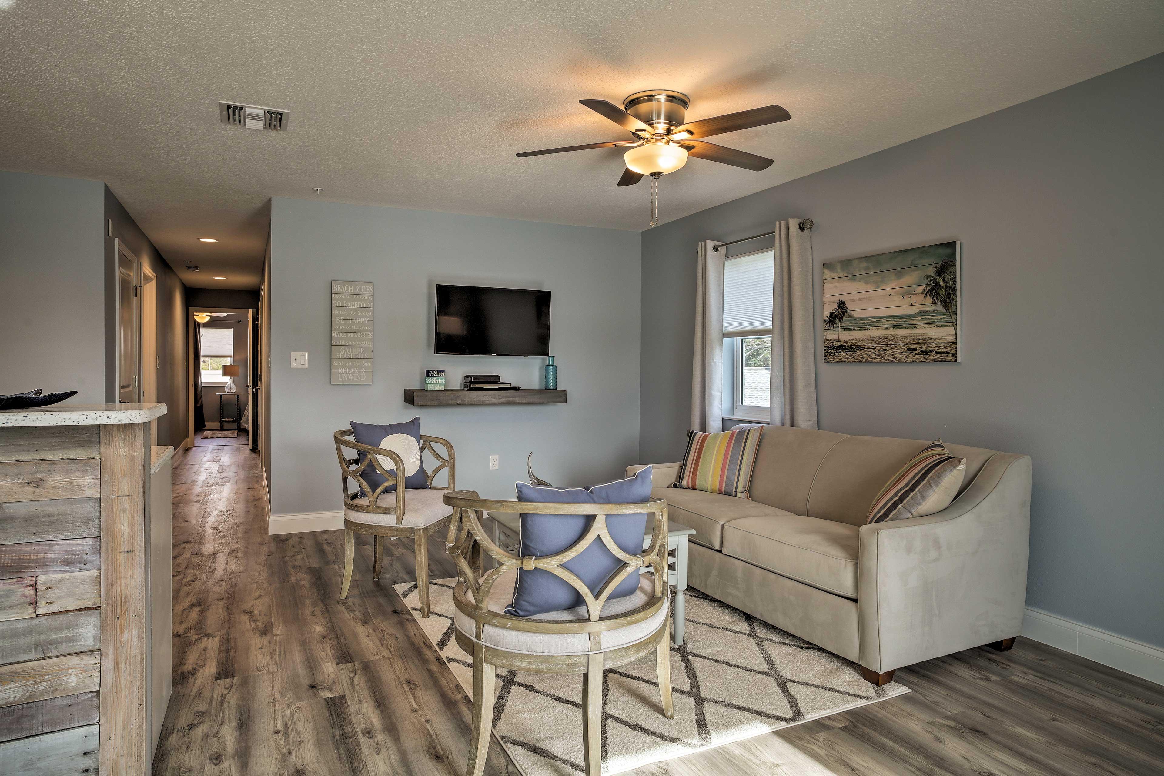 Living Room   Smart TV w/ Cable   Full Sleeper Sofa