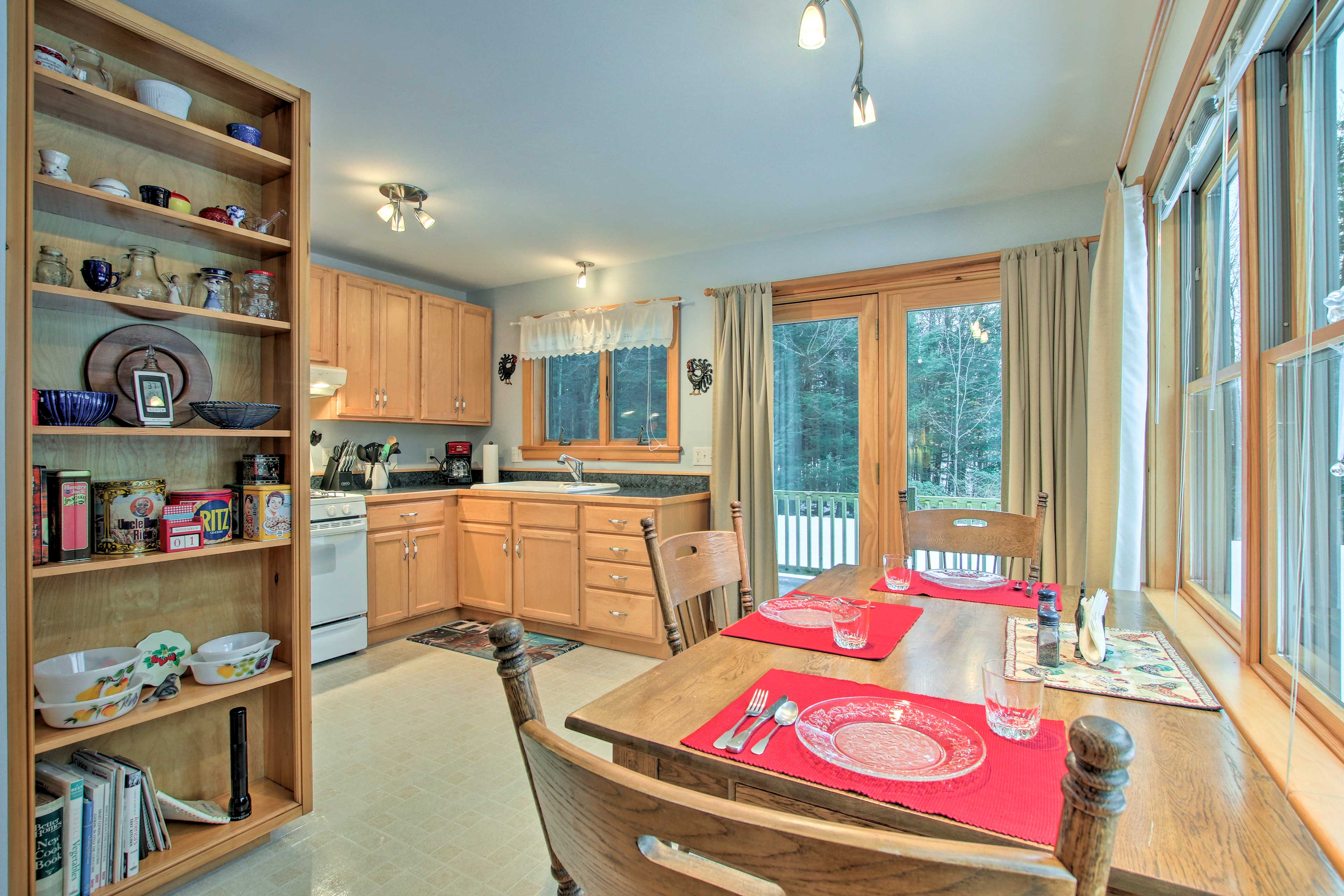 This home comfortably accommodates 6 travelers.