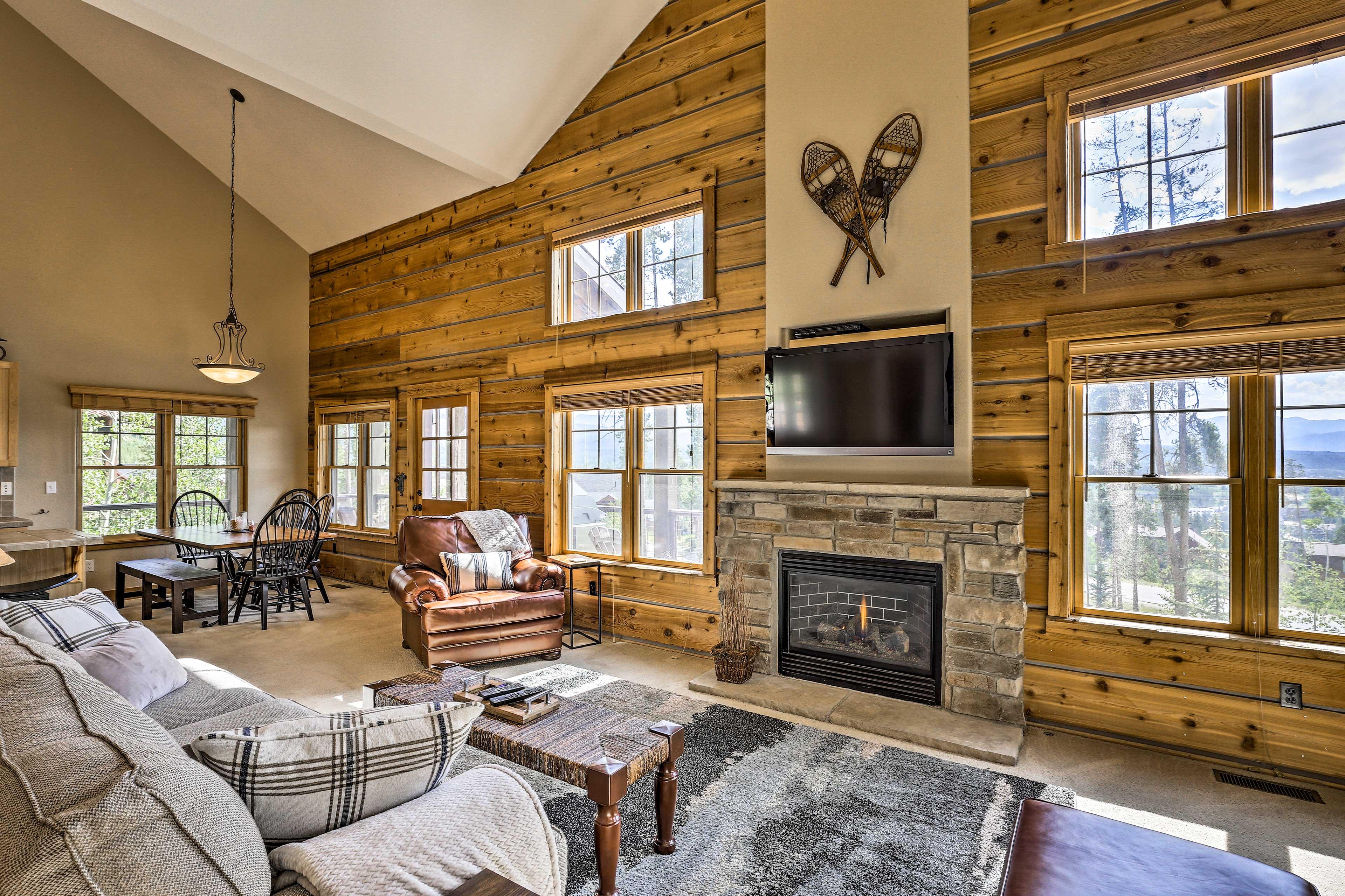 Great Room   Gas Fireplace   Smart TV w/ Roku