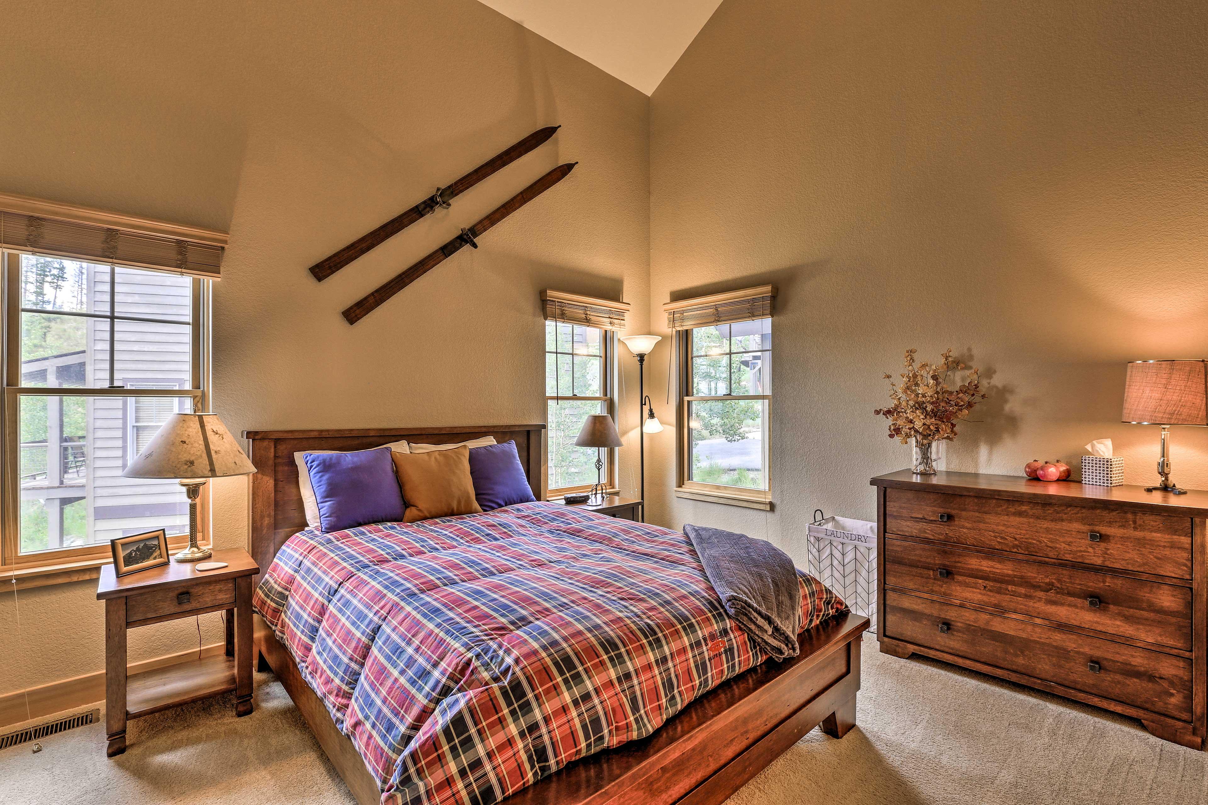 Bedroom 2   Queen Bed   Main Floor
