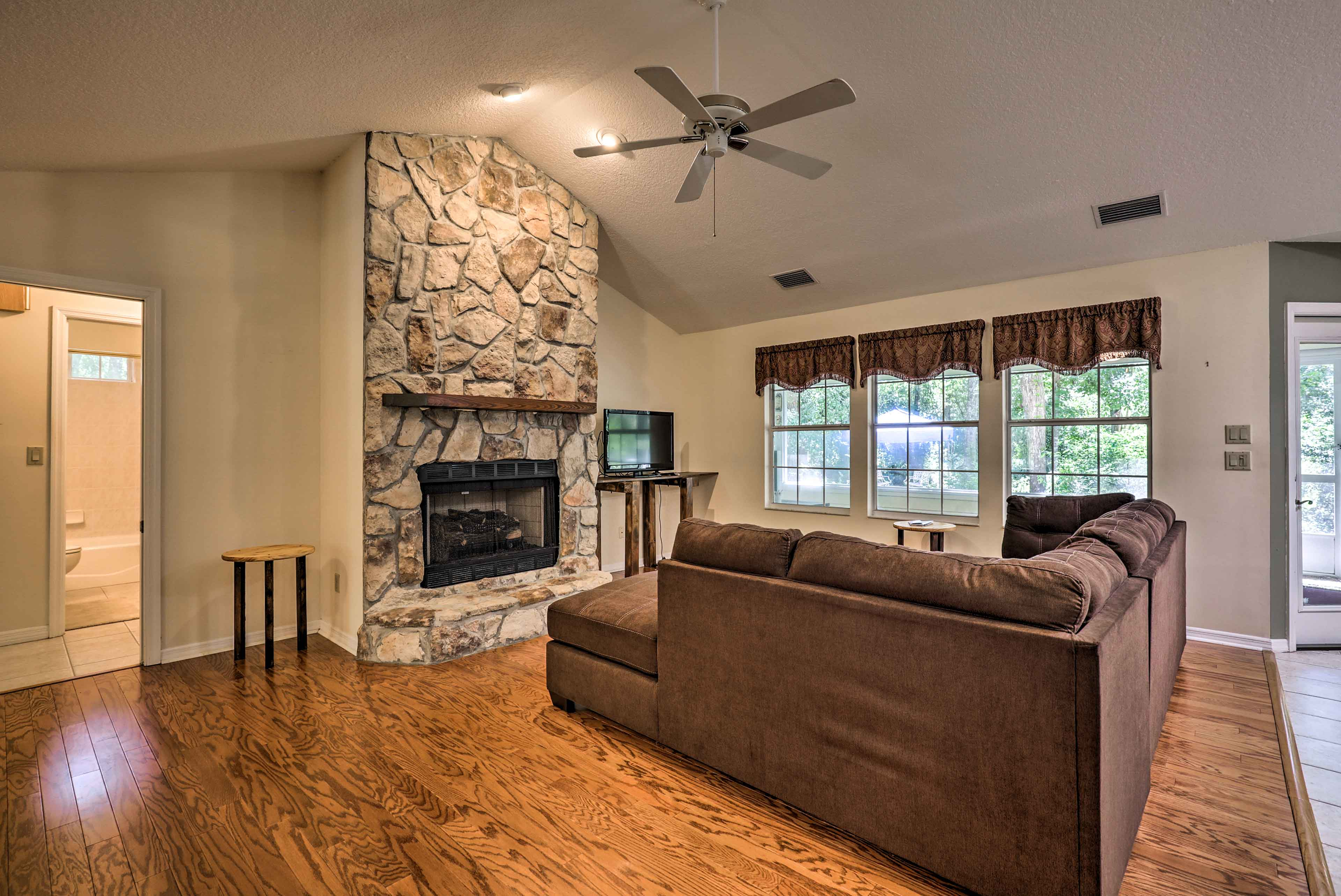 Spend a weekend with your UF freshman in this home near Gainesville.