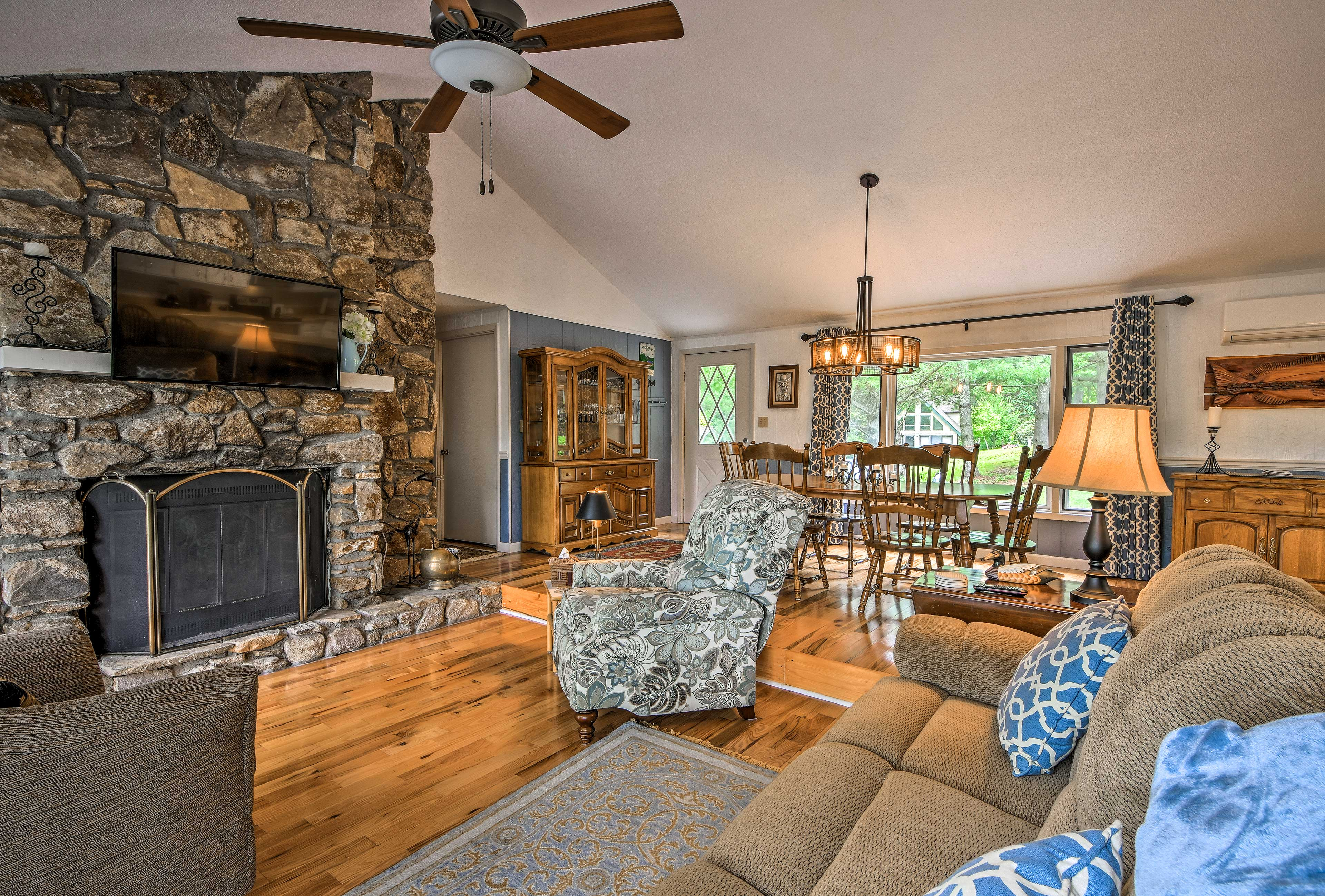 A cozy interior makes this Sky Valley vacation rental house feel like home.