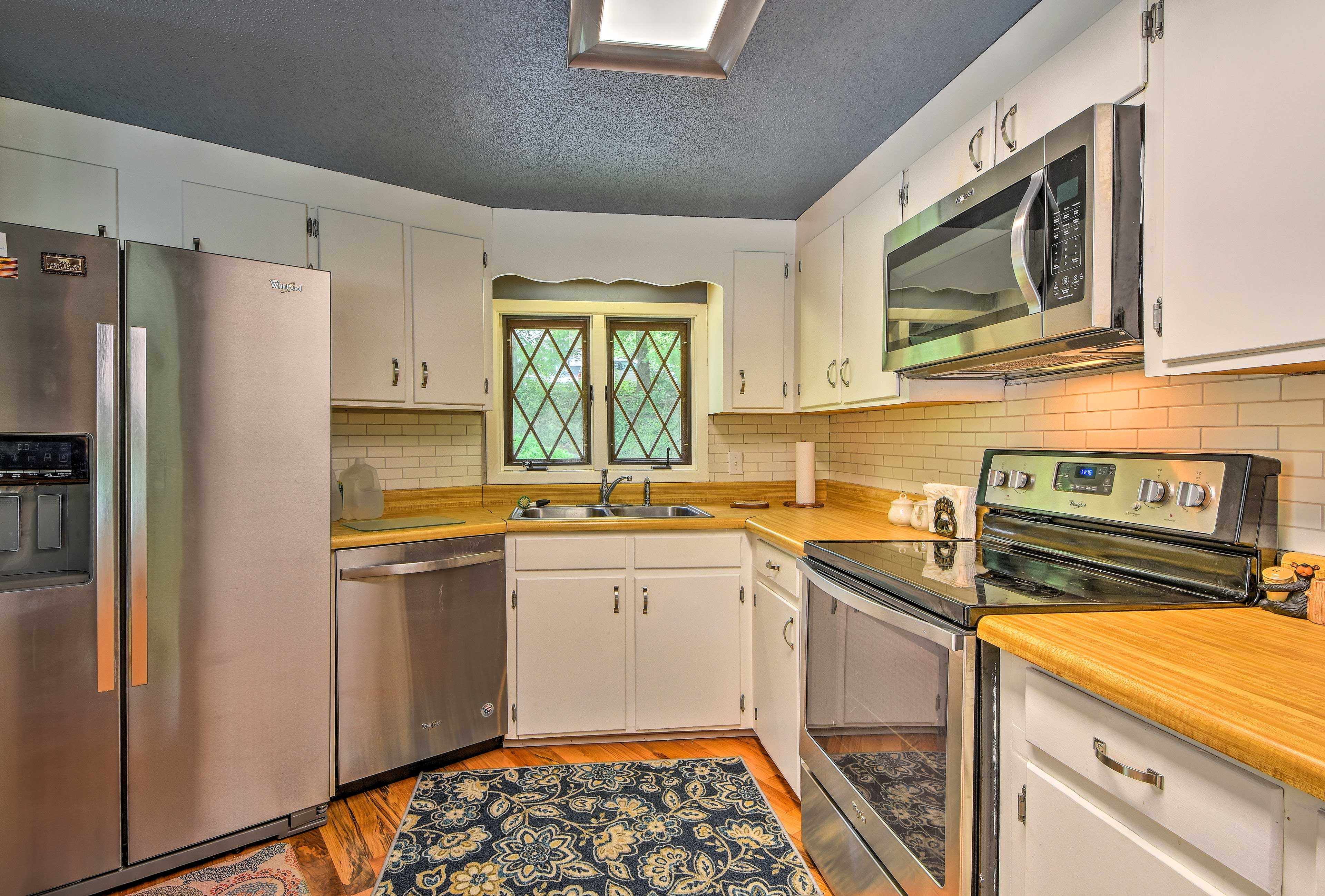 Whip up home-cooked dinners in the fully equipped kitchen.