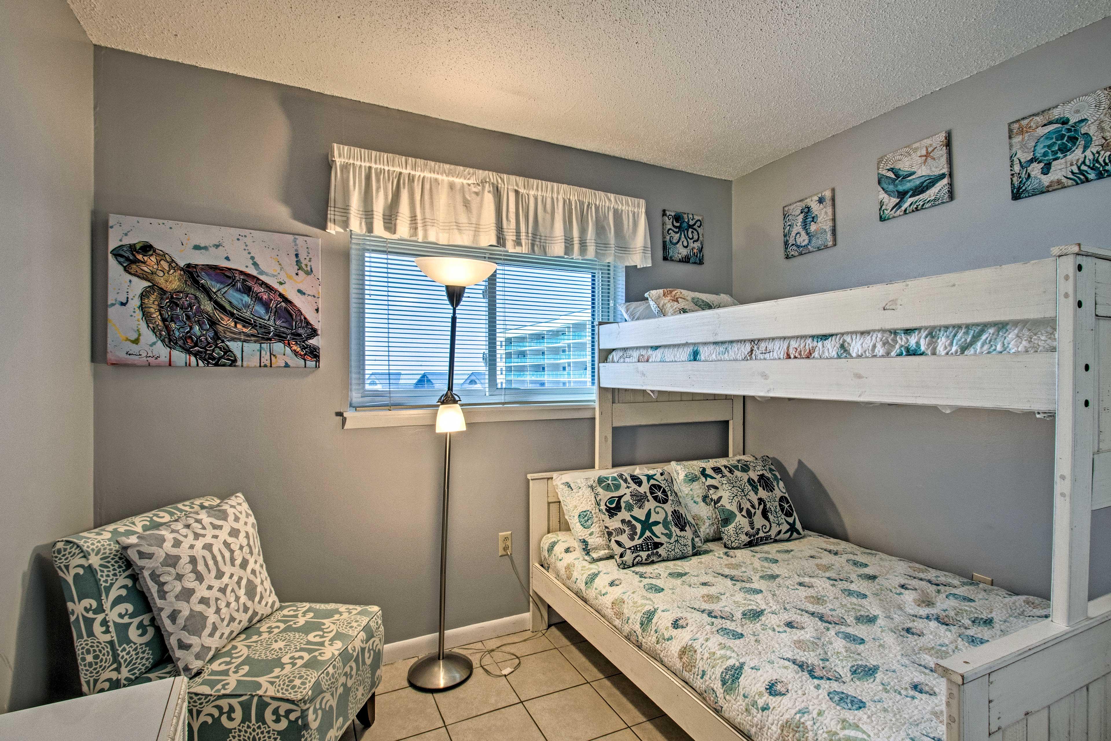 Bedroom 2 | Twin/Full Bunk Bed