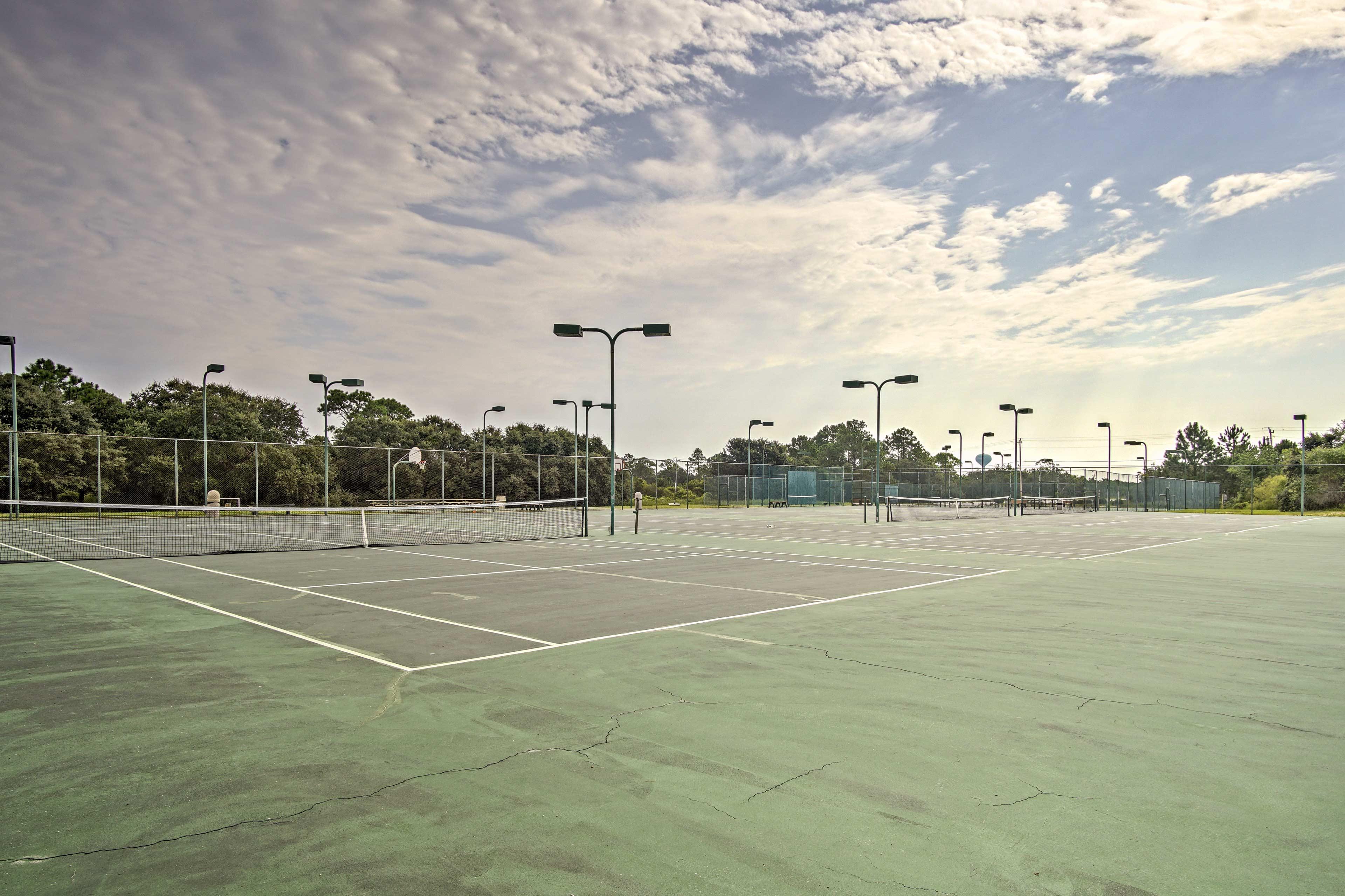 Community Amenities | Tennis Courts