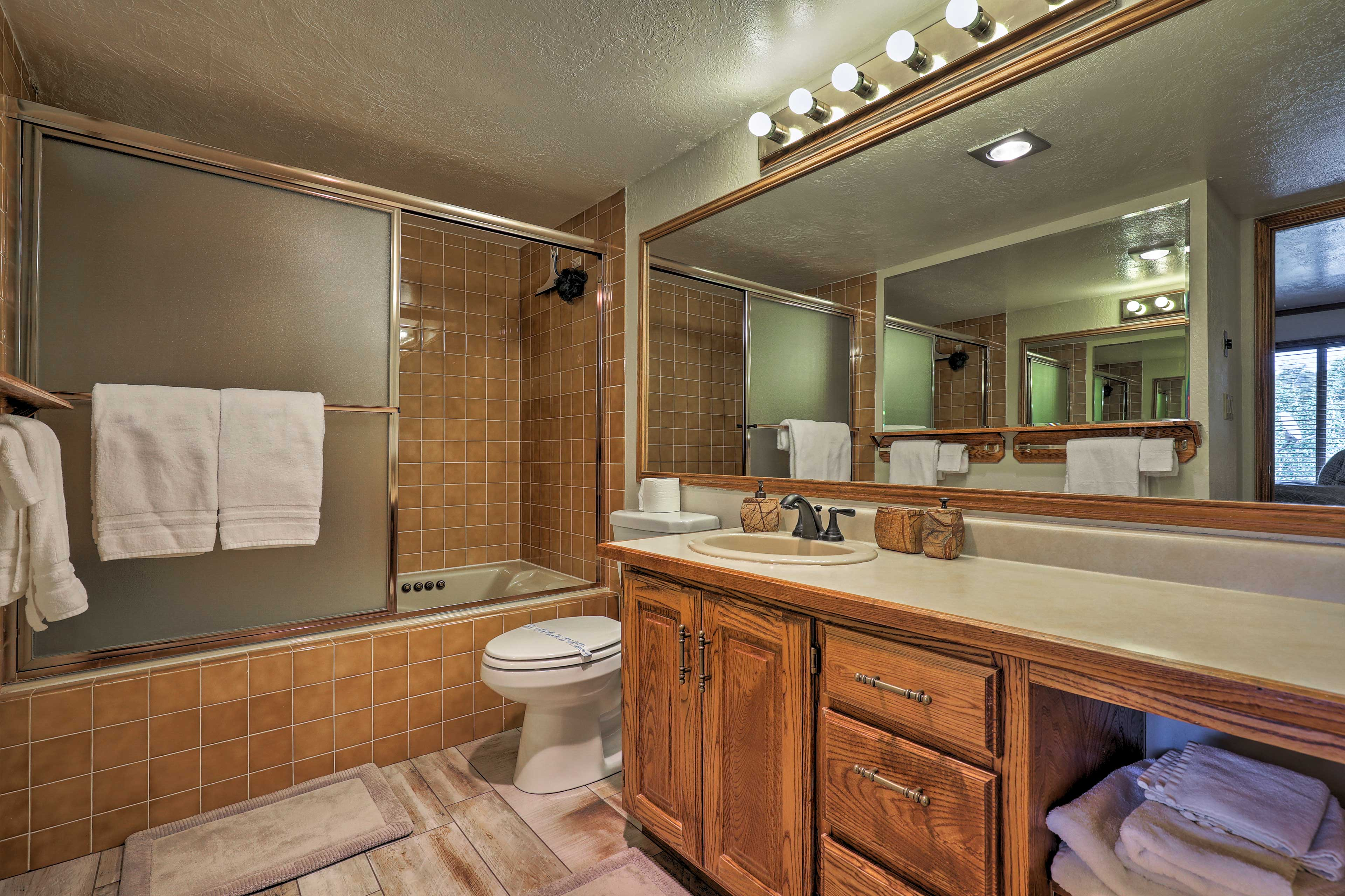 Hop in the shower/tub combo to clean up before bed in the master en-suite.