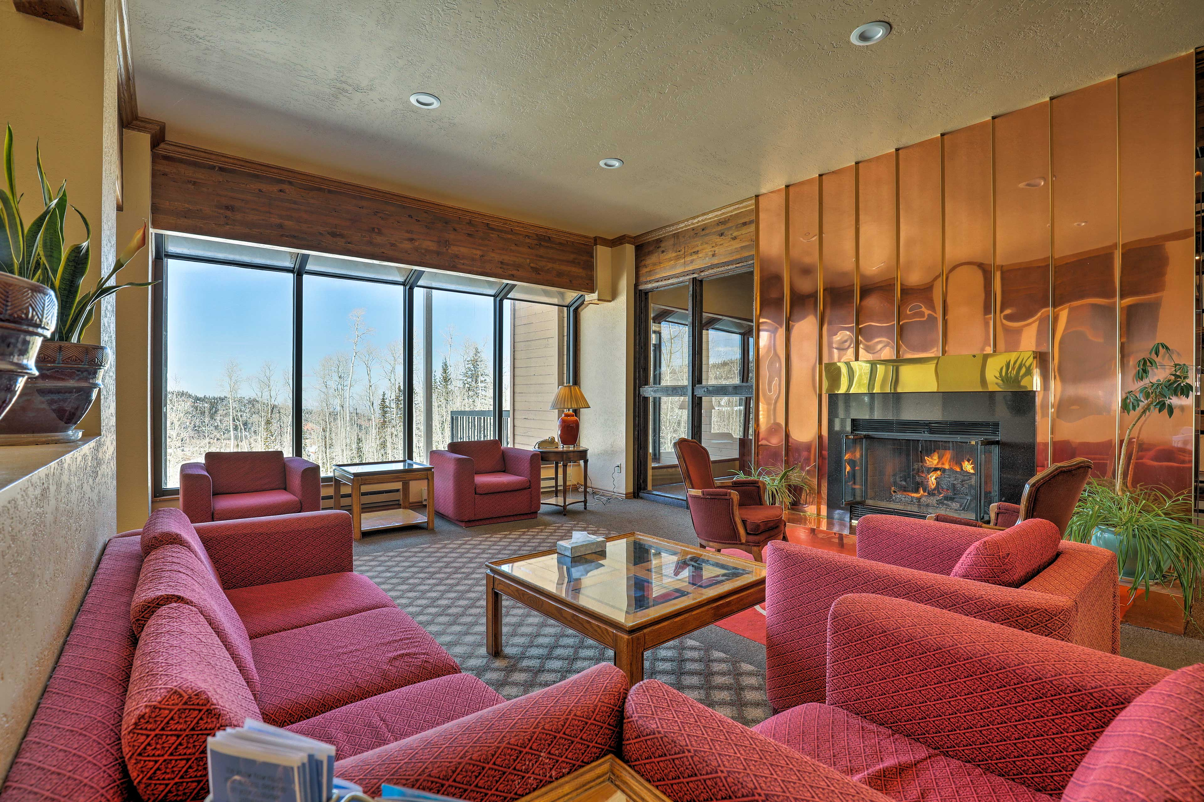 Meet fellow travelers in the common area with ample seating and a gas fireplace.