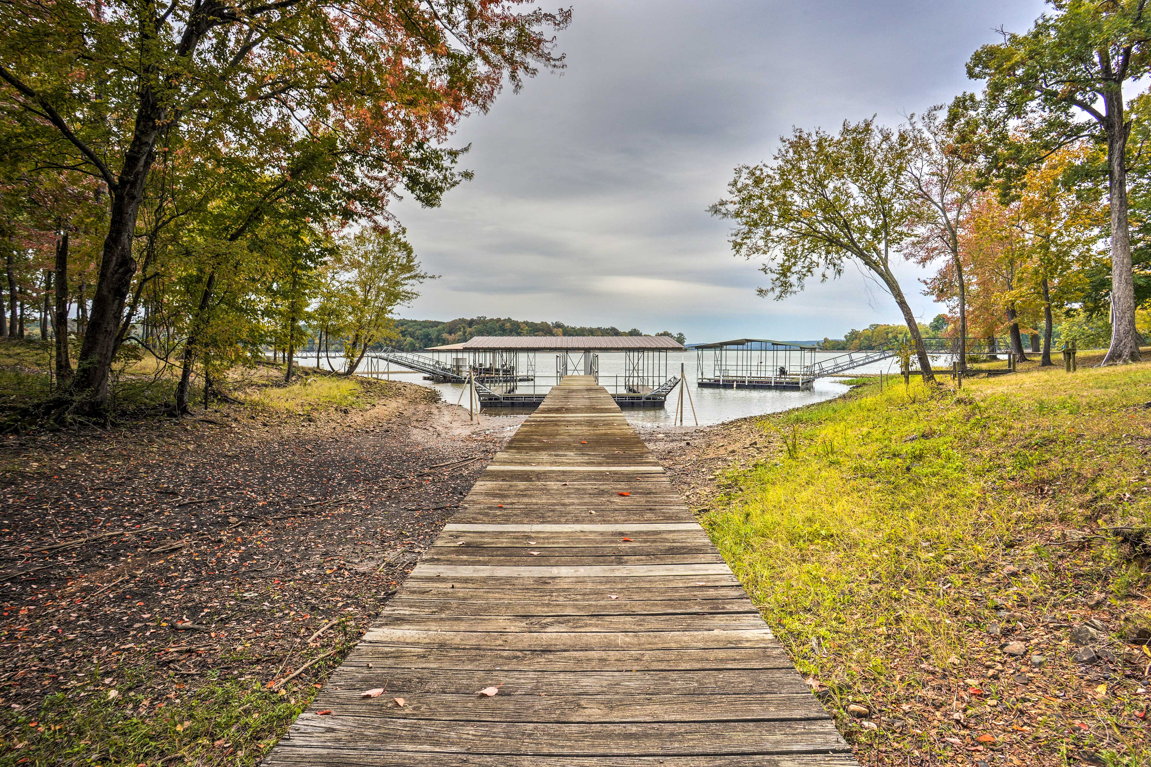 Stroll down to the dock for some lakefront fun!