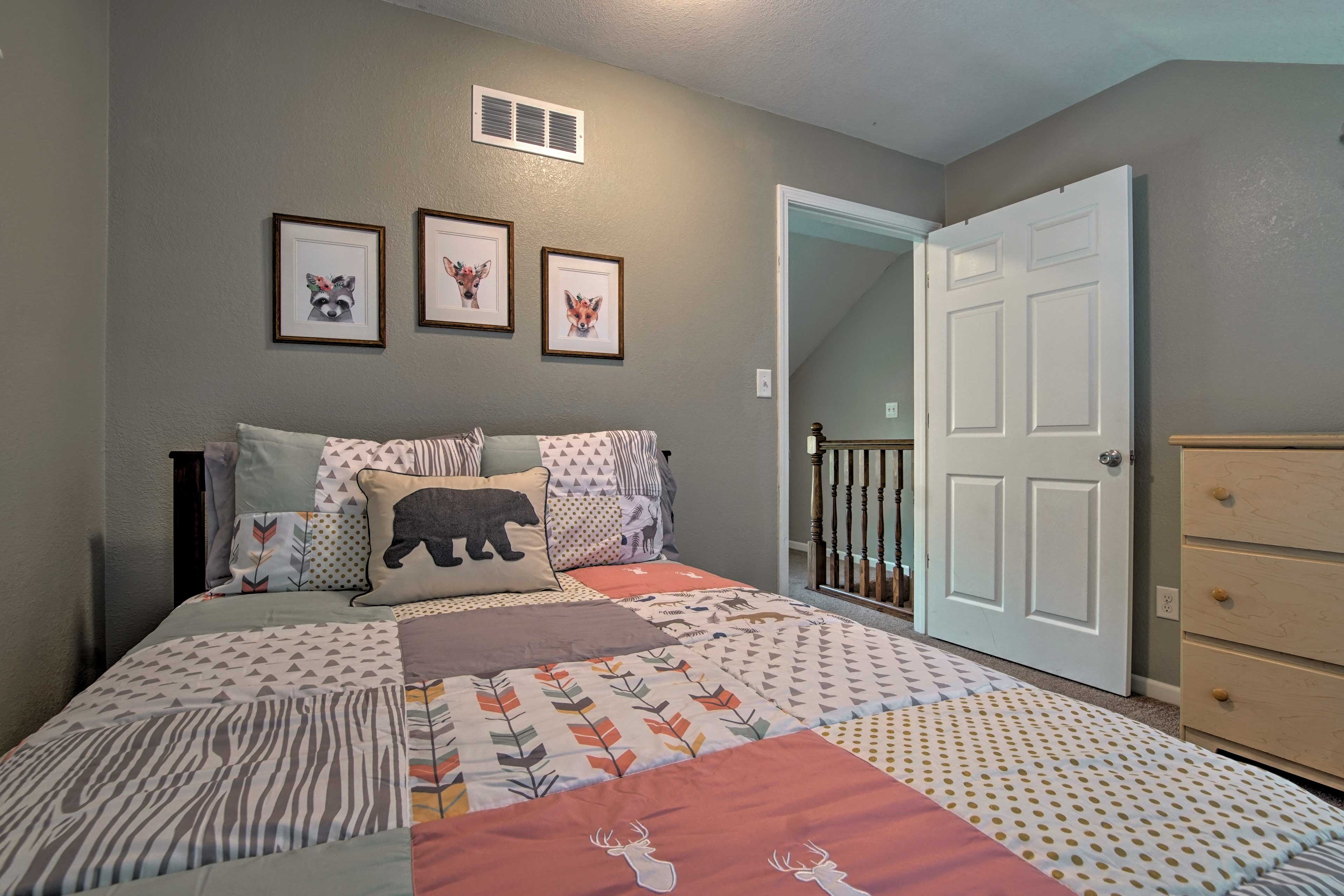 Your little one will love sleeping in this wilderness-themed room.
