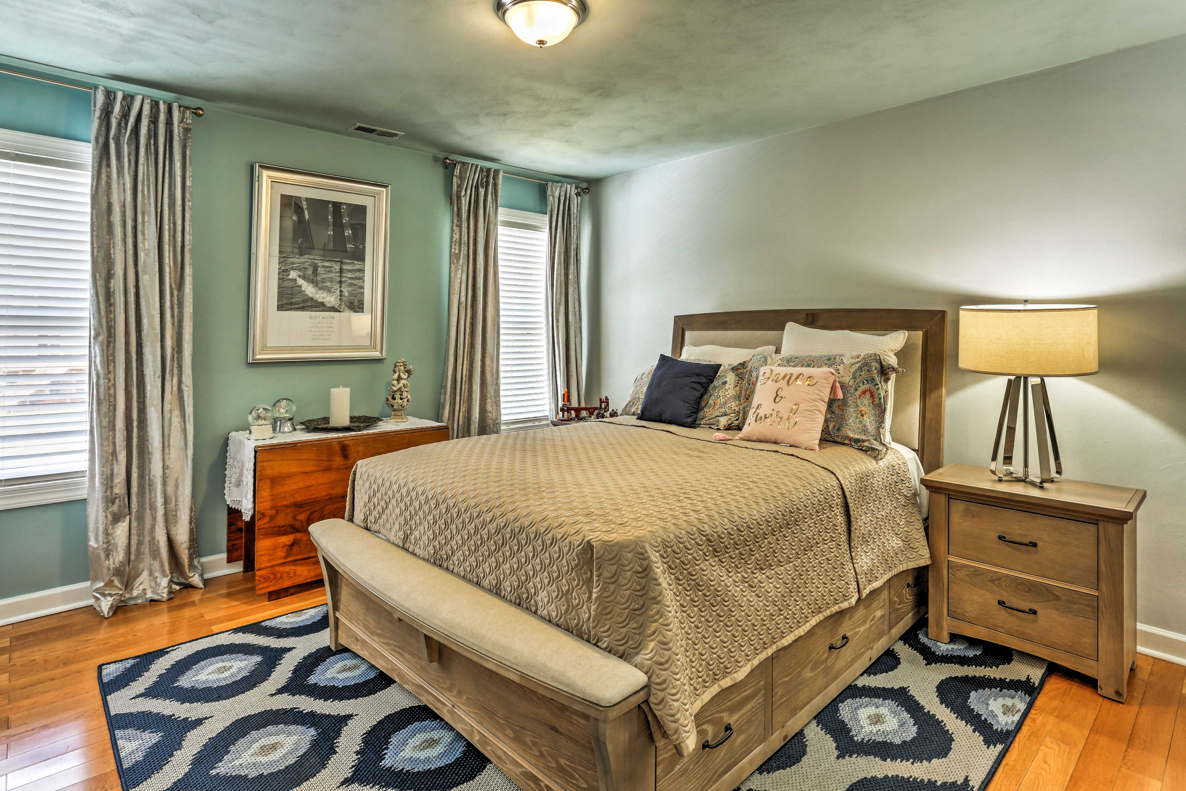 The 2 additional bedrooms feature queen-sized beds.