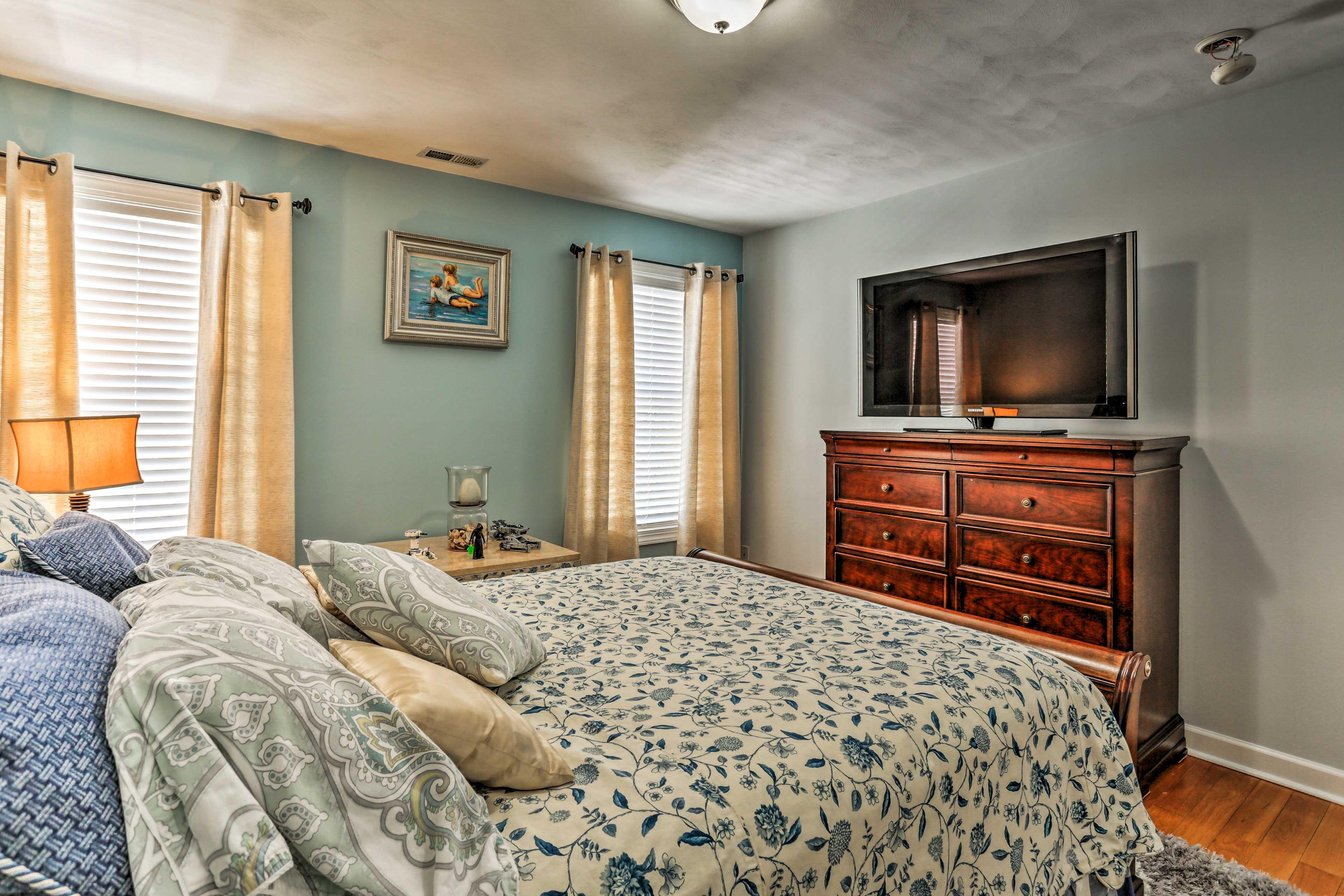 This bedroom makes it too easy to binge on Netflix originals!
