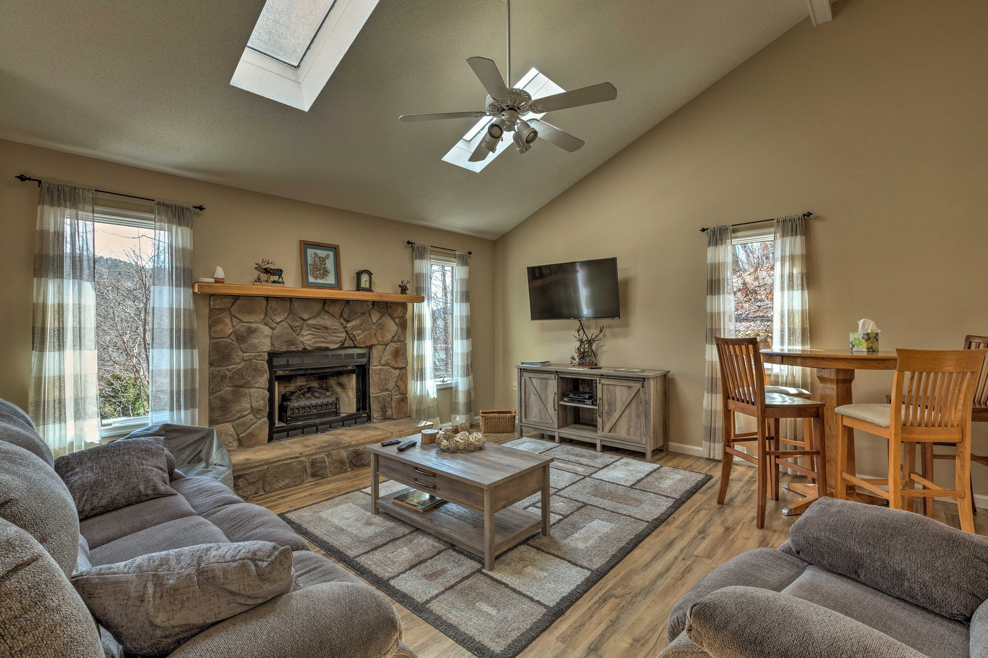 Book this McGaheysville vacation rental house for year-round entertainment!