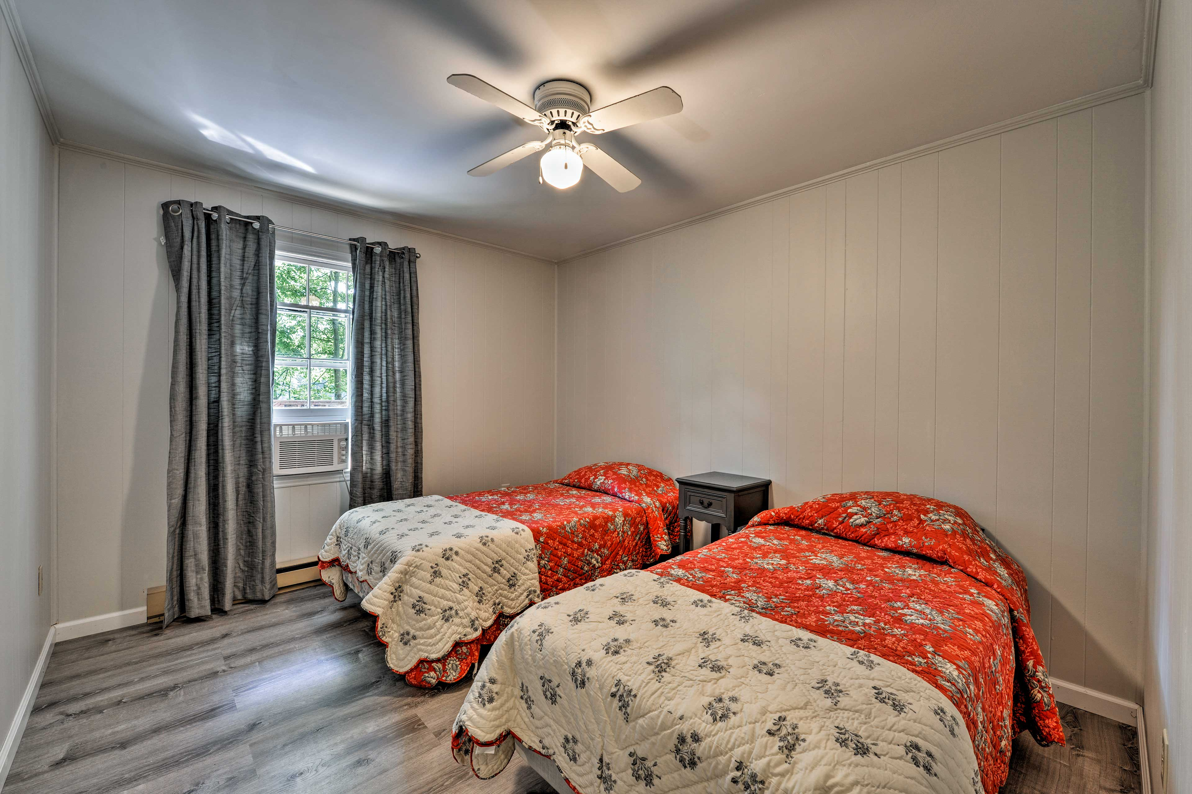Kids love the third bedroom with 2 twin-sized beds.