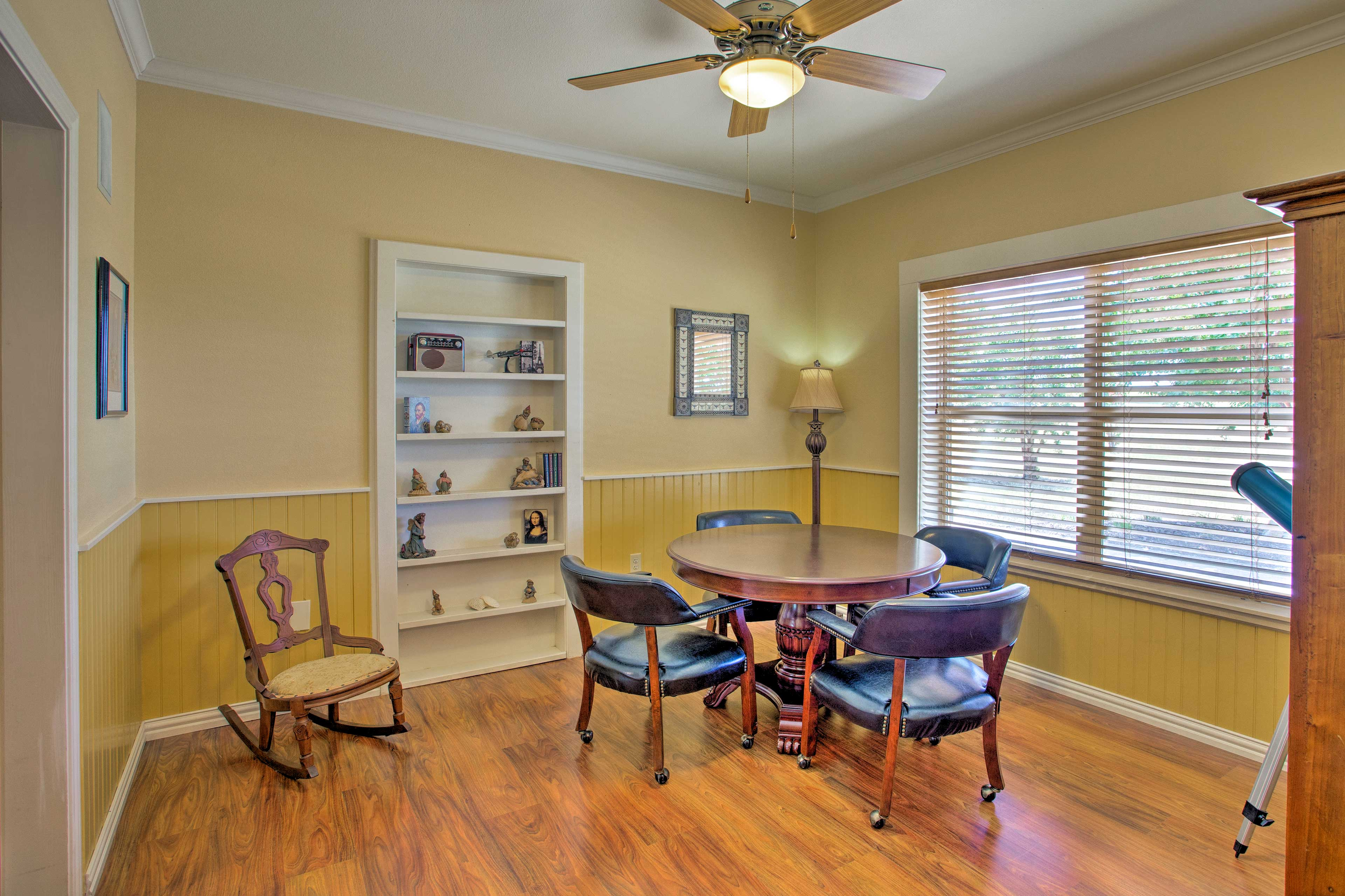 Bring your friendly Fidos to this spacious house!