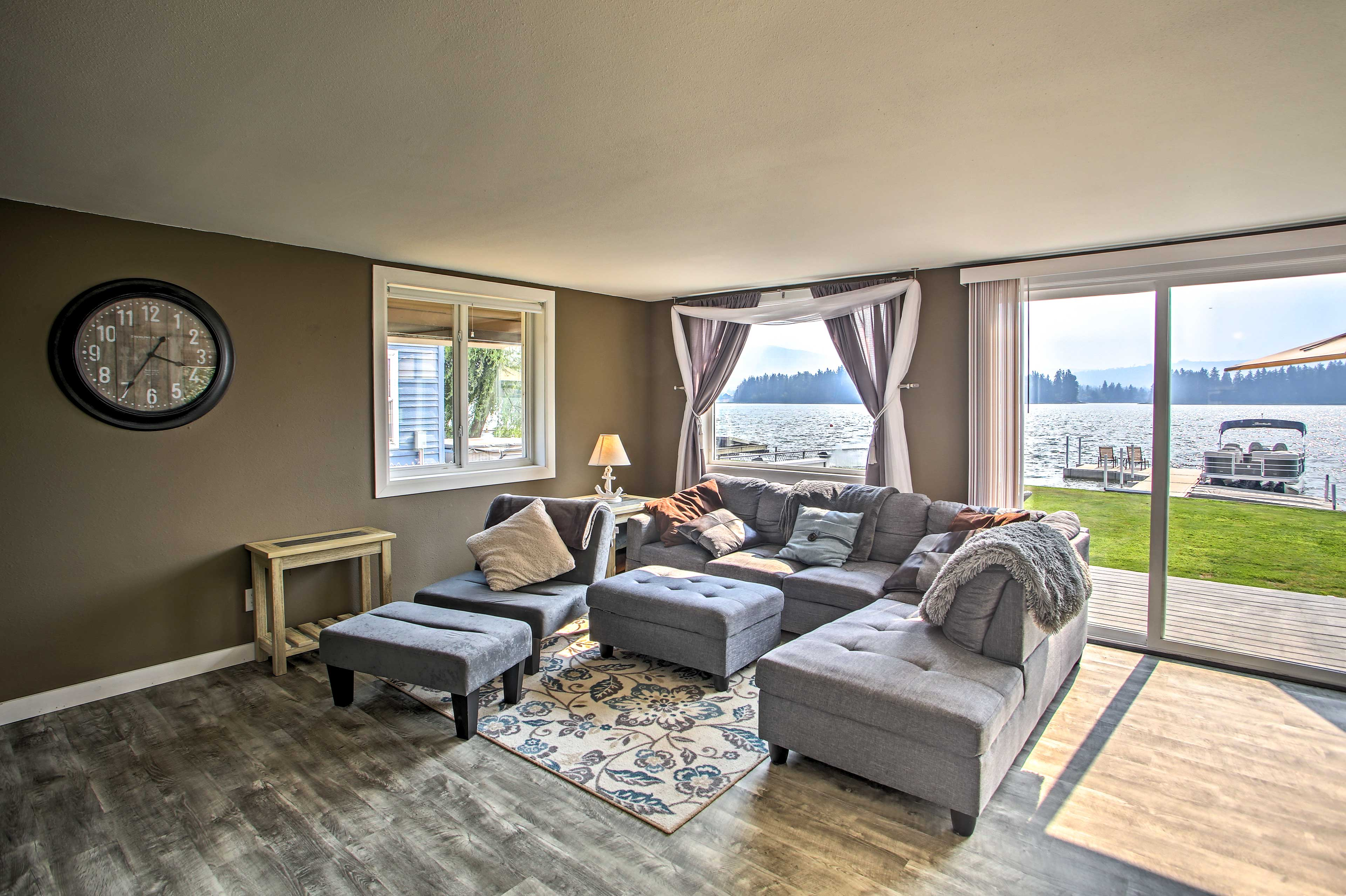 Living Room | Lake Views | Free WiFi | Central Air Conditioning