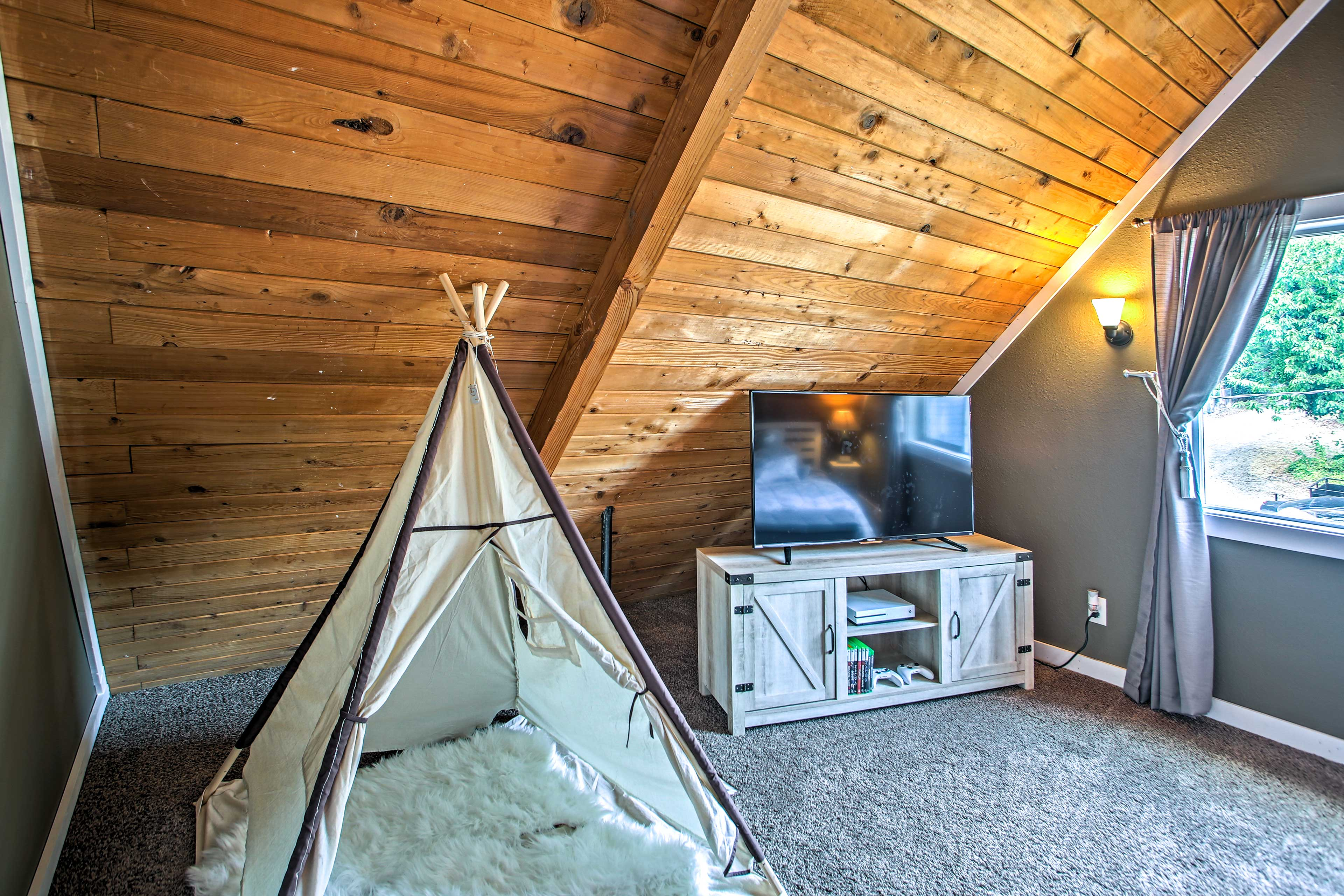 Bedroom 3 | Teepee Hut | NOTE: XboX has been removed