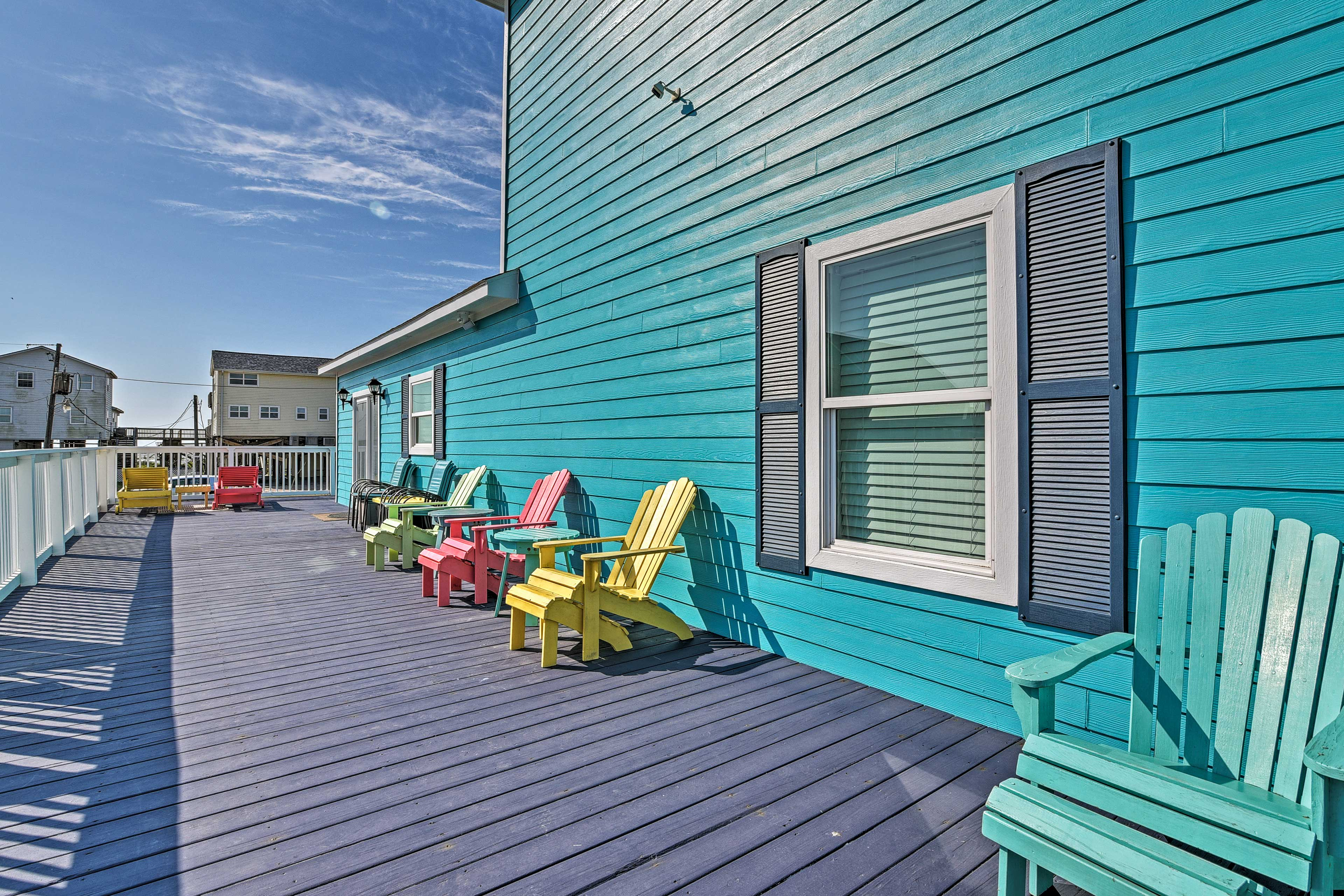 Wraparound Deck | Ample Seating Provided