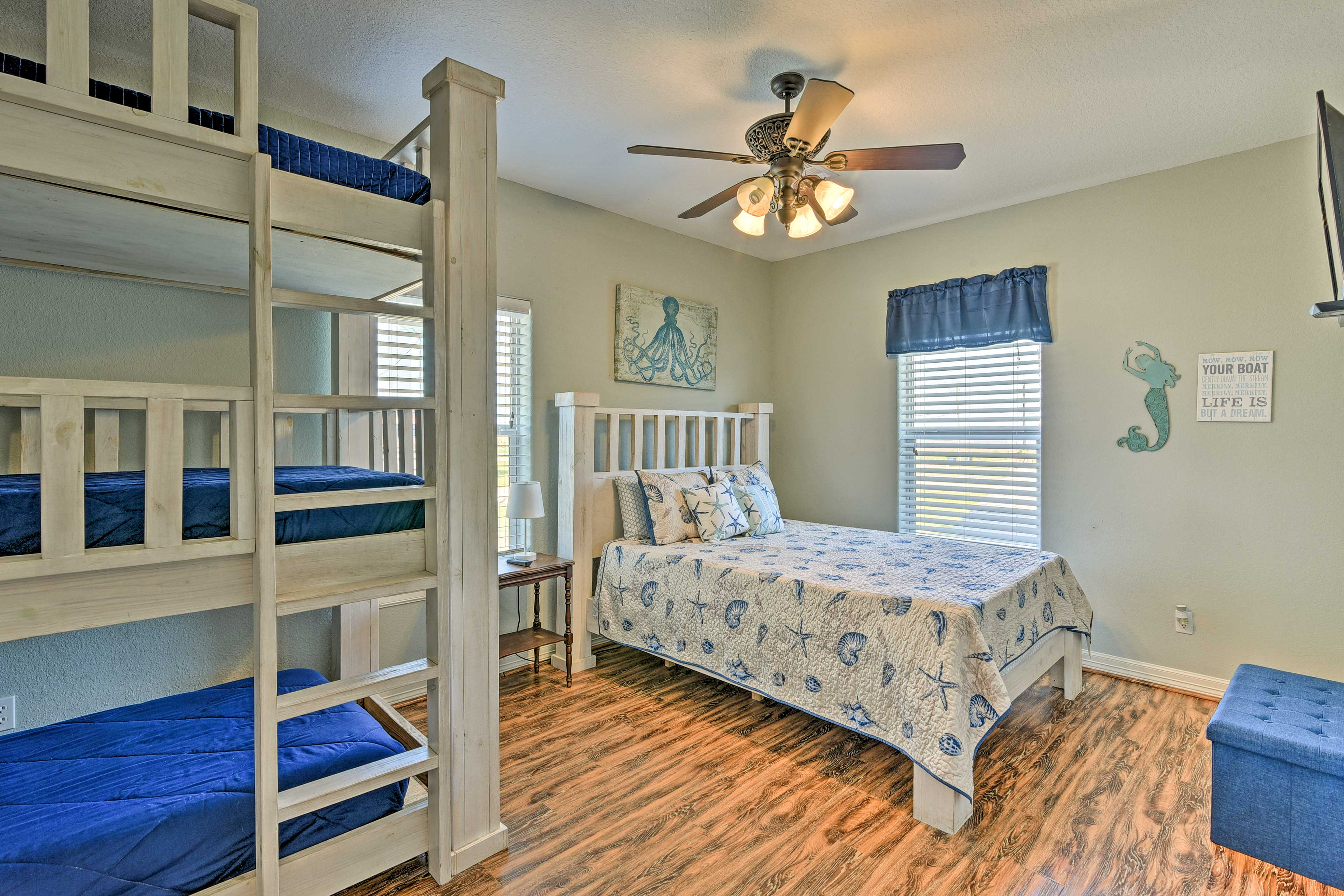 Bedroom 1 | Queen Bed, Twin/Twin/Twin Bunk Bed