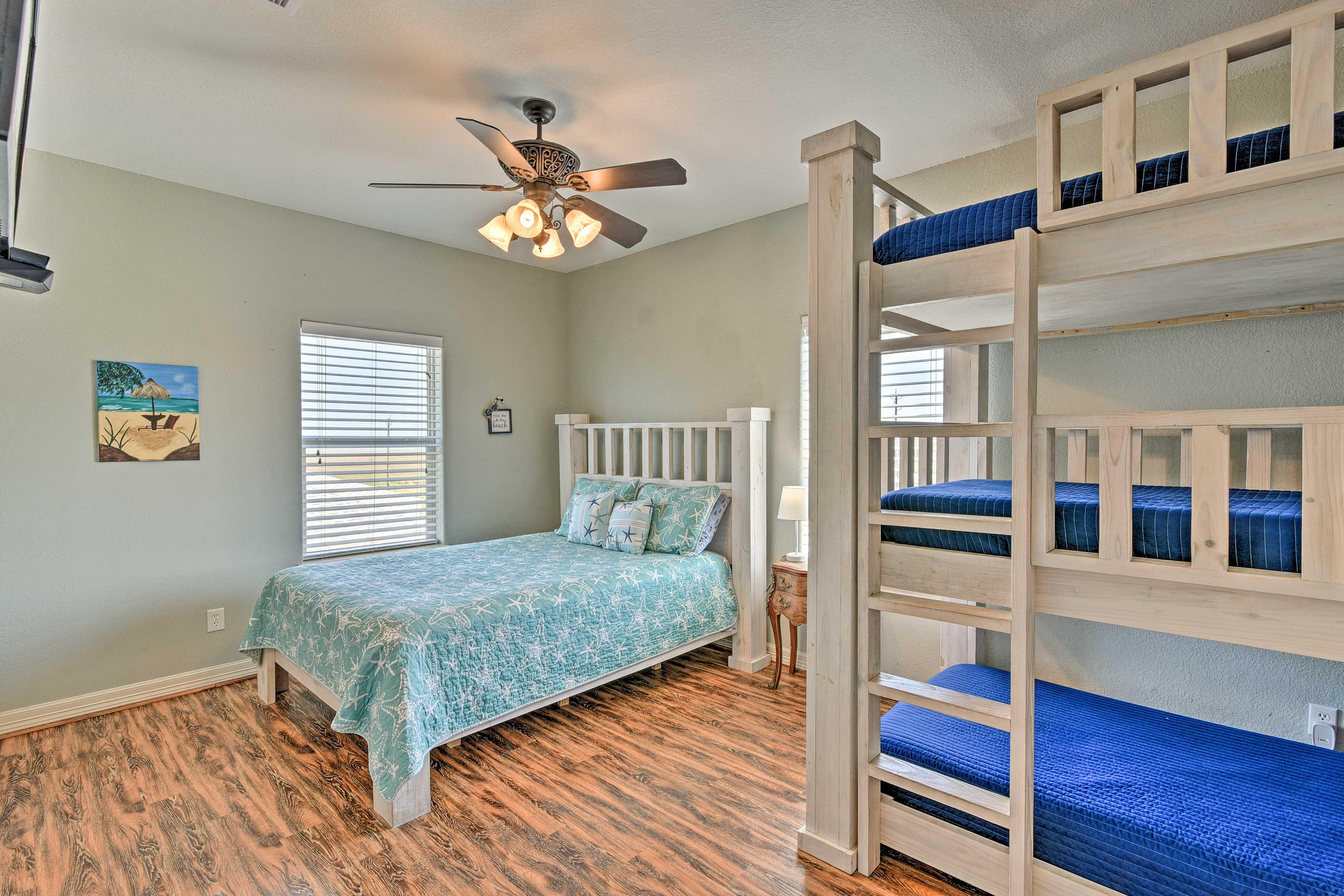 Bedroom 4 | Queen Bed, Twin/Twin/Twin Bunk Bed