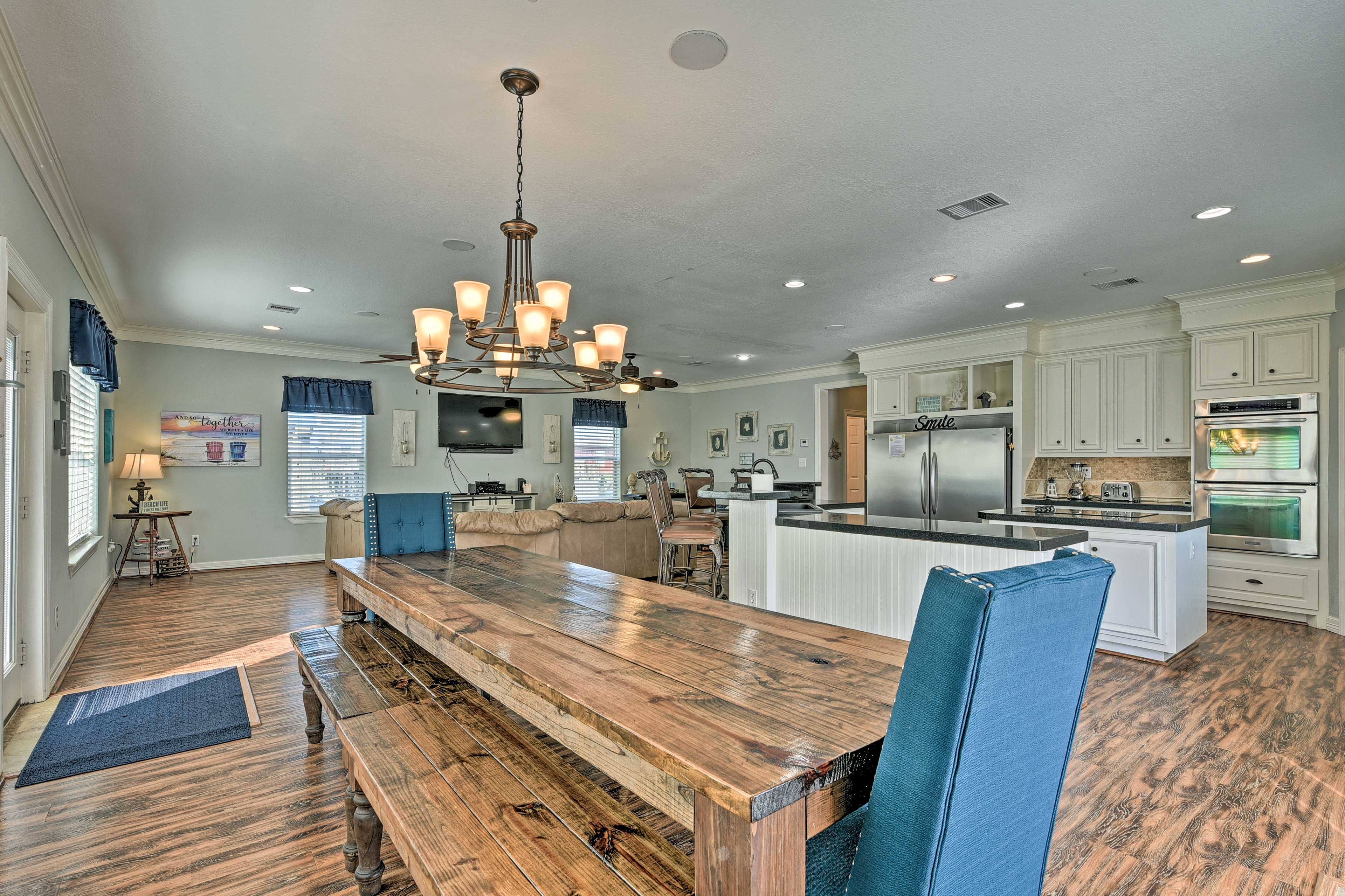 Dining Area | 2,400 Sq Ft