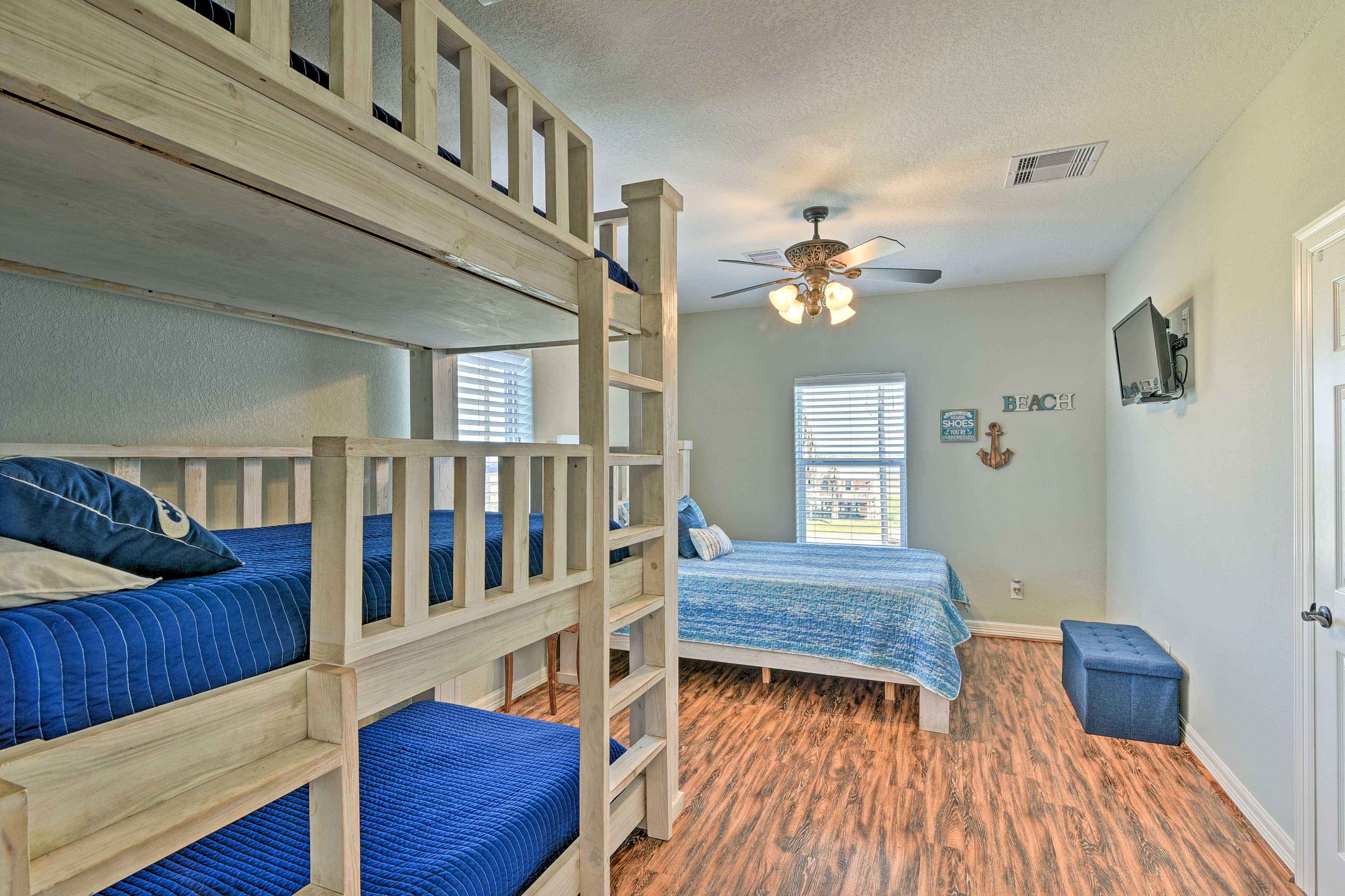 Bedroom 3 | Queen Bed, Twin/Twin/Twin Bunk Bed