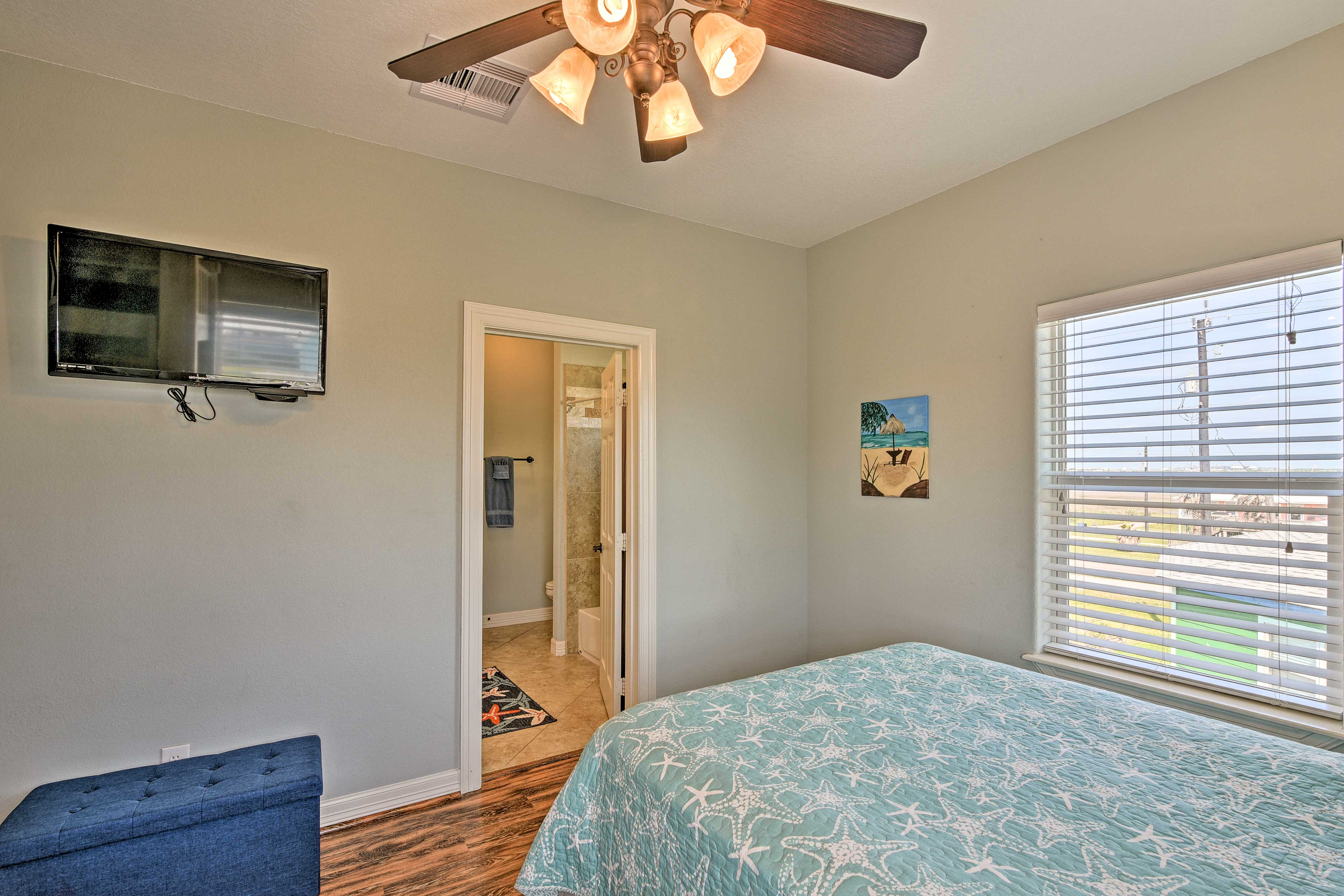 Bedroom 4 | DirecTV