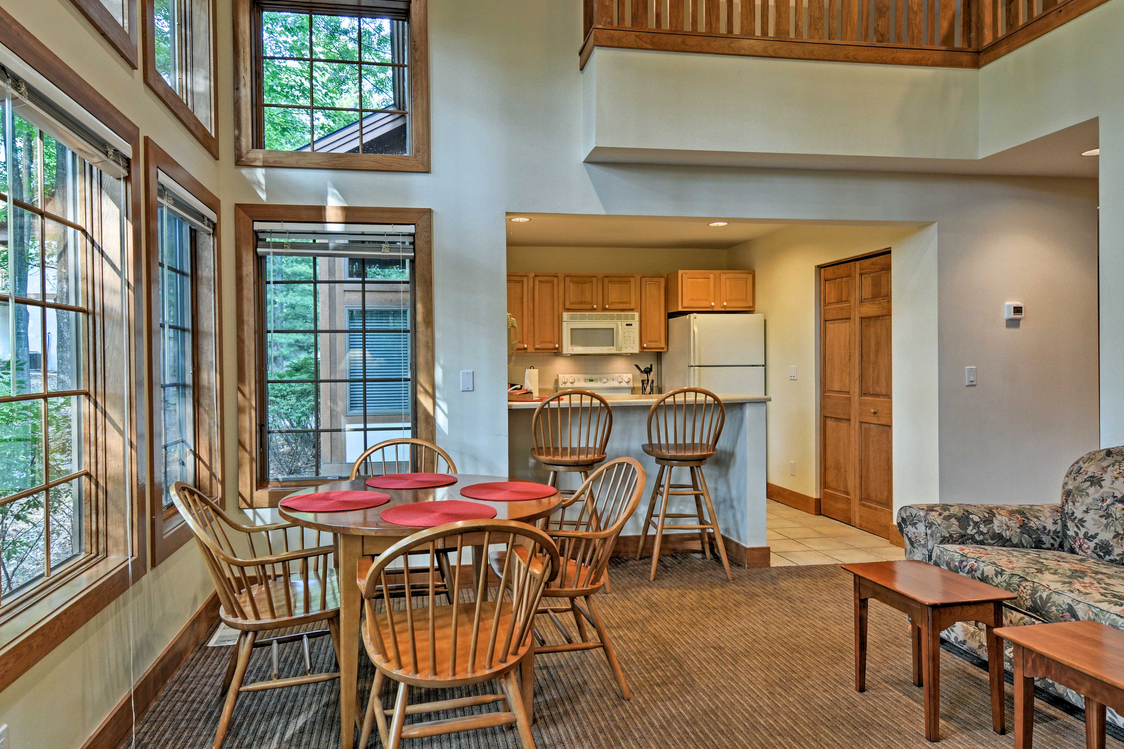 Devour delicious home-cooked meals at the 4-person dining table or kitchen bar.