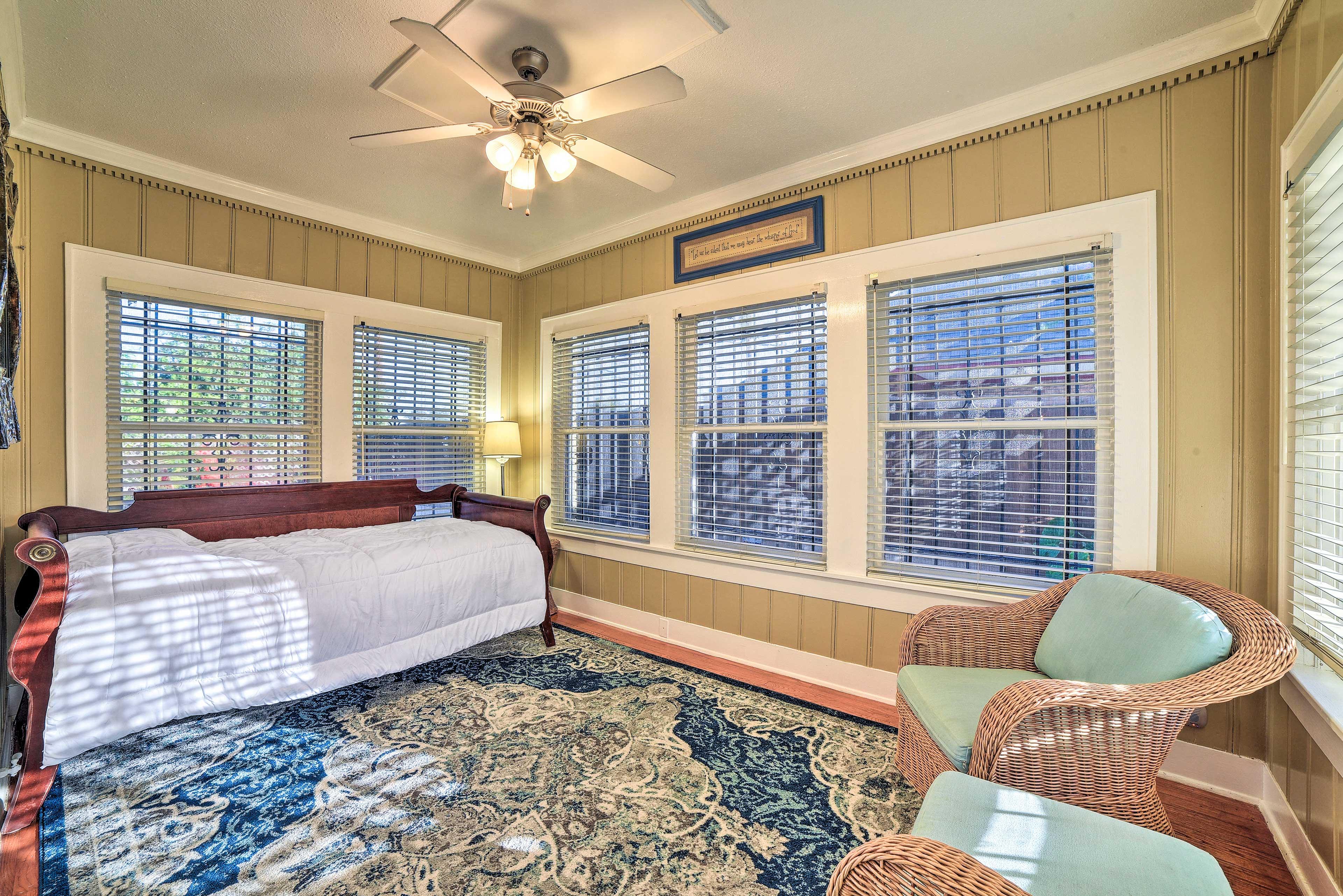 Sunroom   Twin Bed