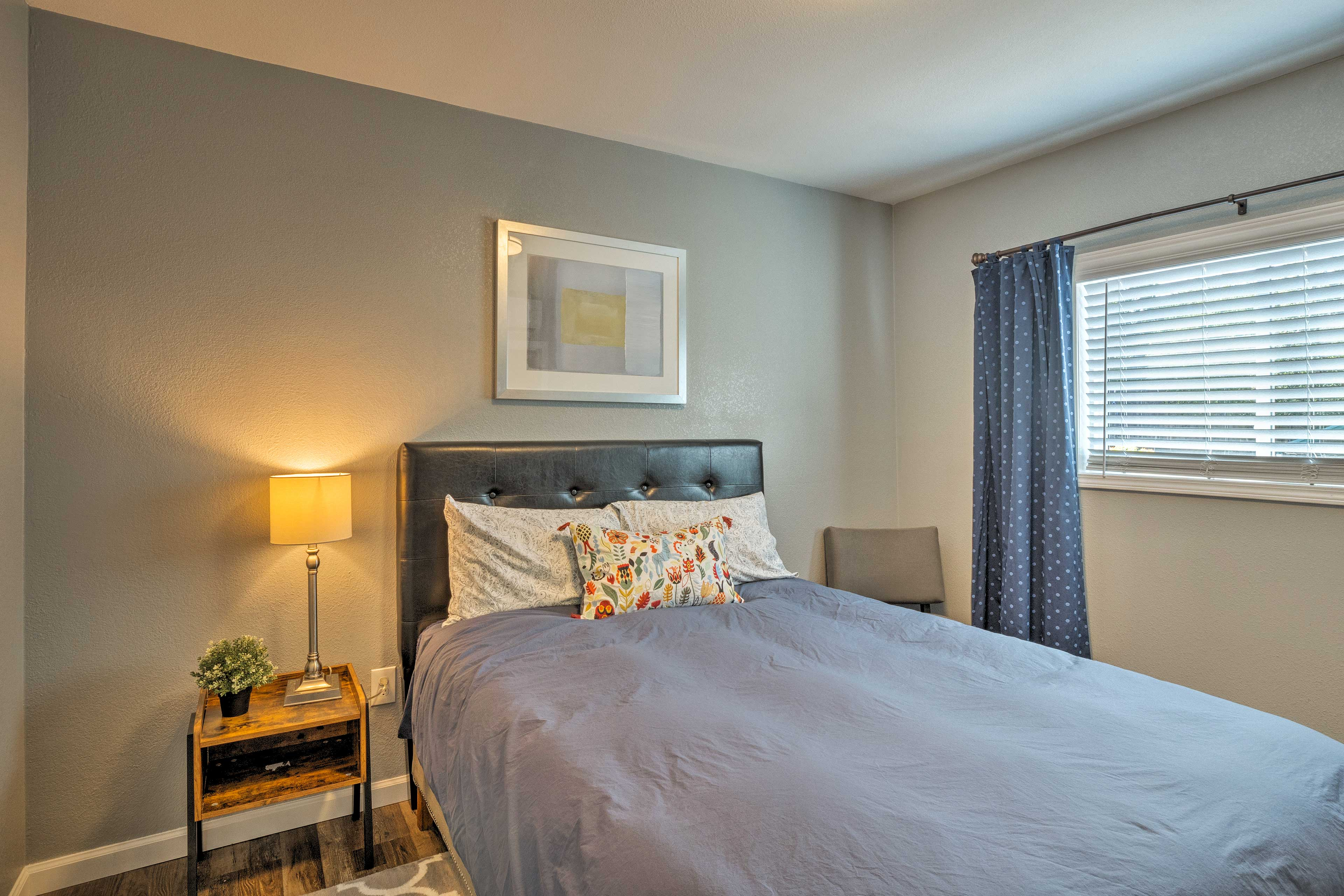 Bedroom | King Bed | Linens Provided