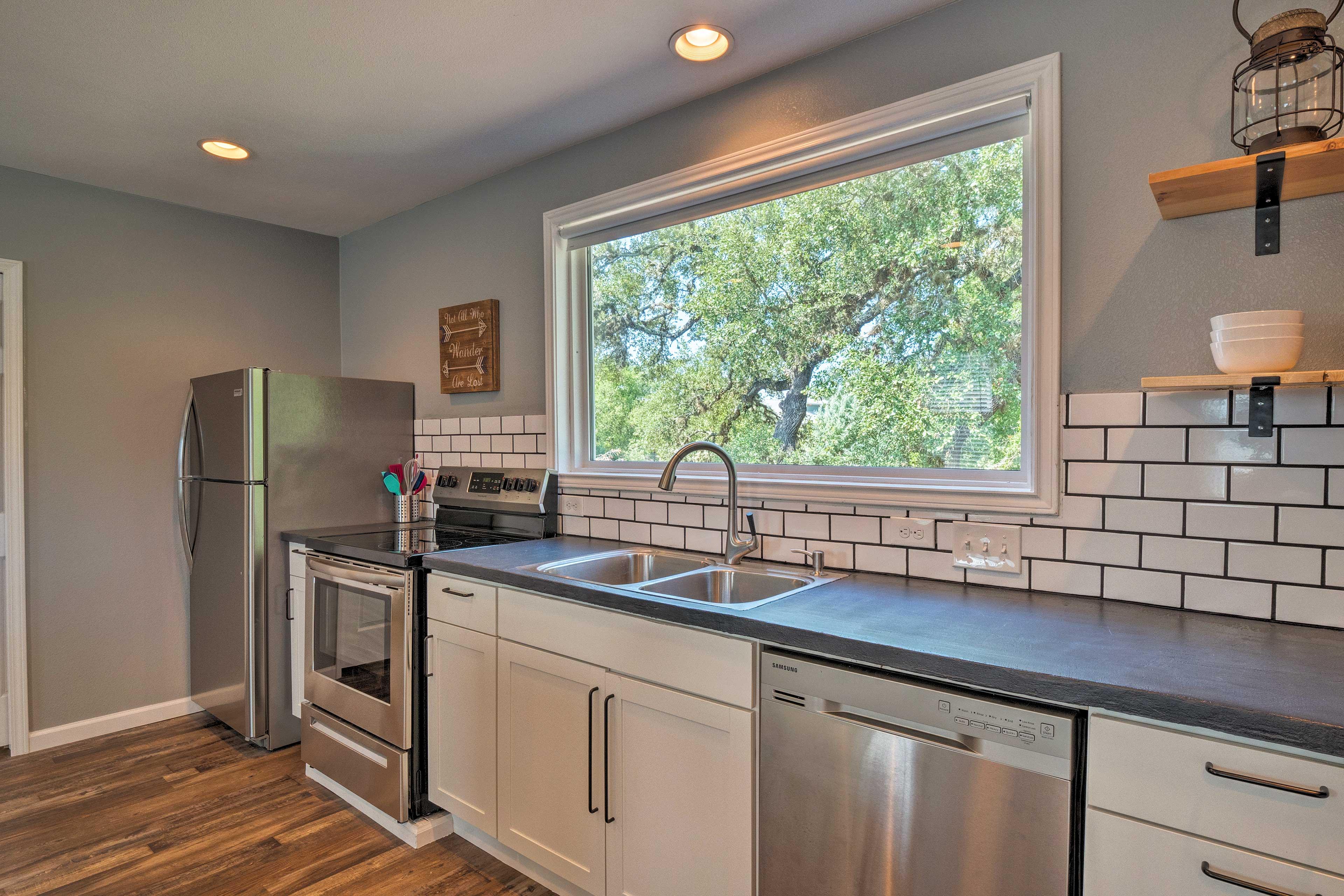 Fully Equipped Kitchen | Tile Backsplash