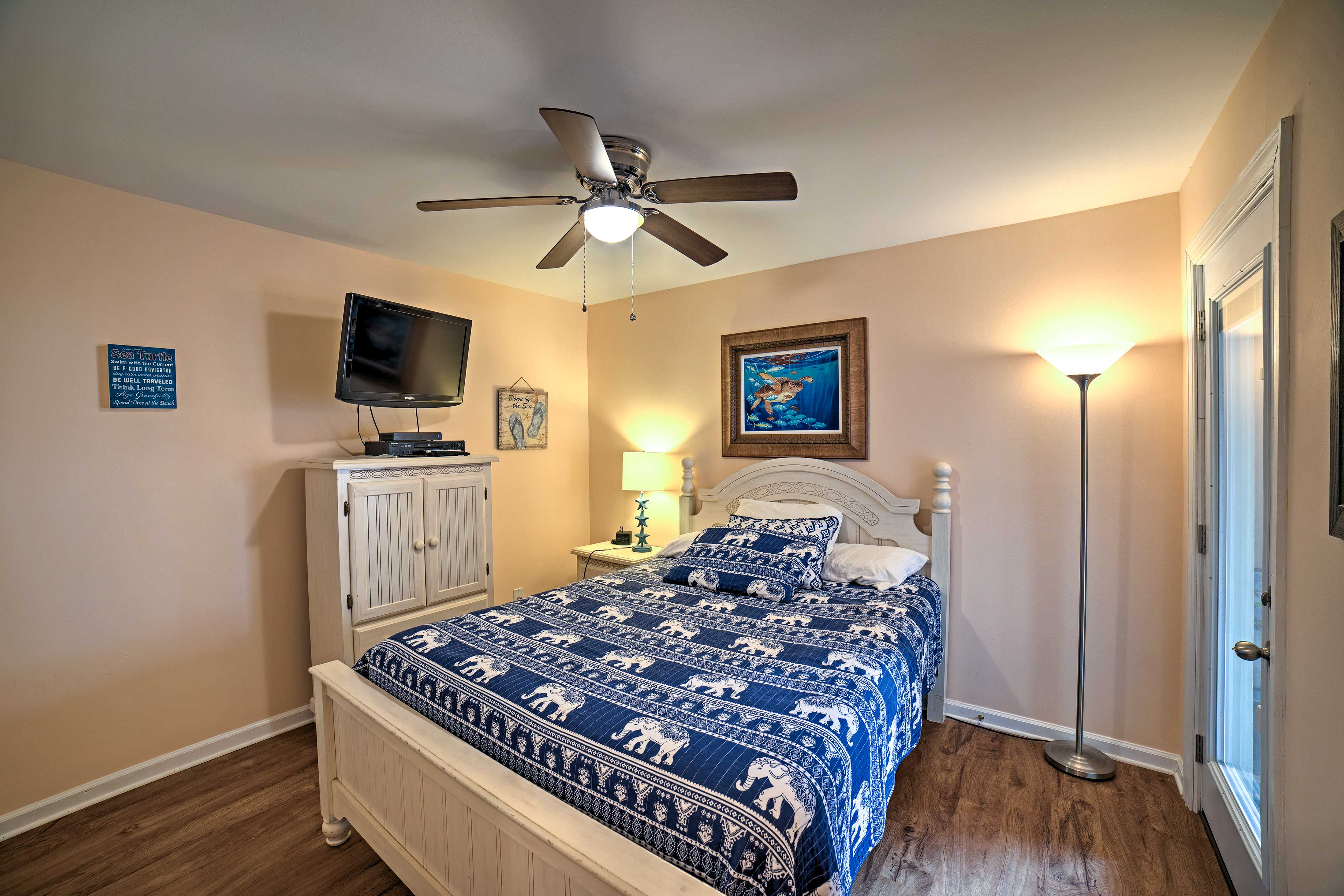 The master bedroom features a queen bed, flat-screen cable TV, and ceiling fan.