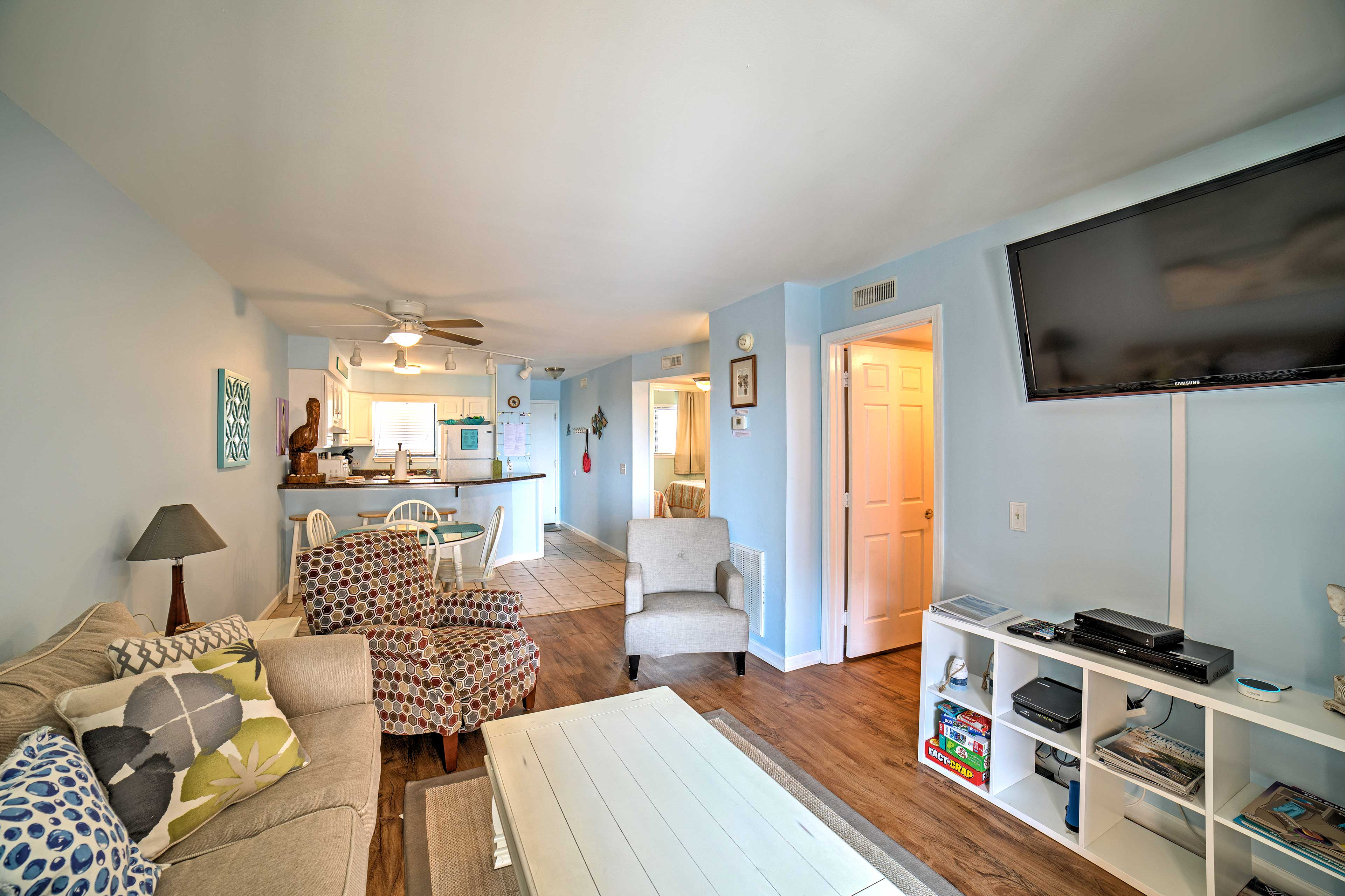 Plus, great amenities like this flat-screen cable TV!
