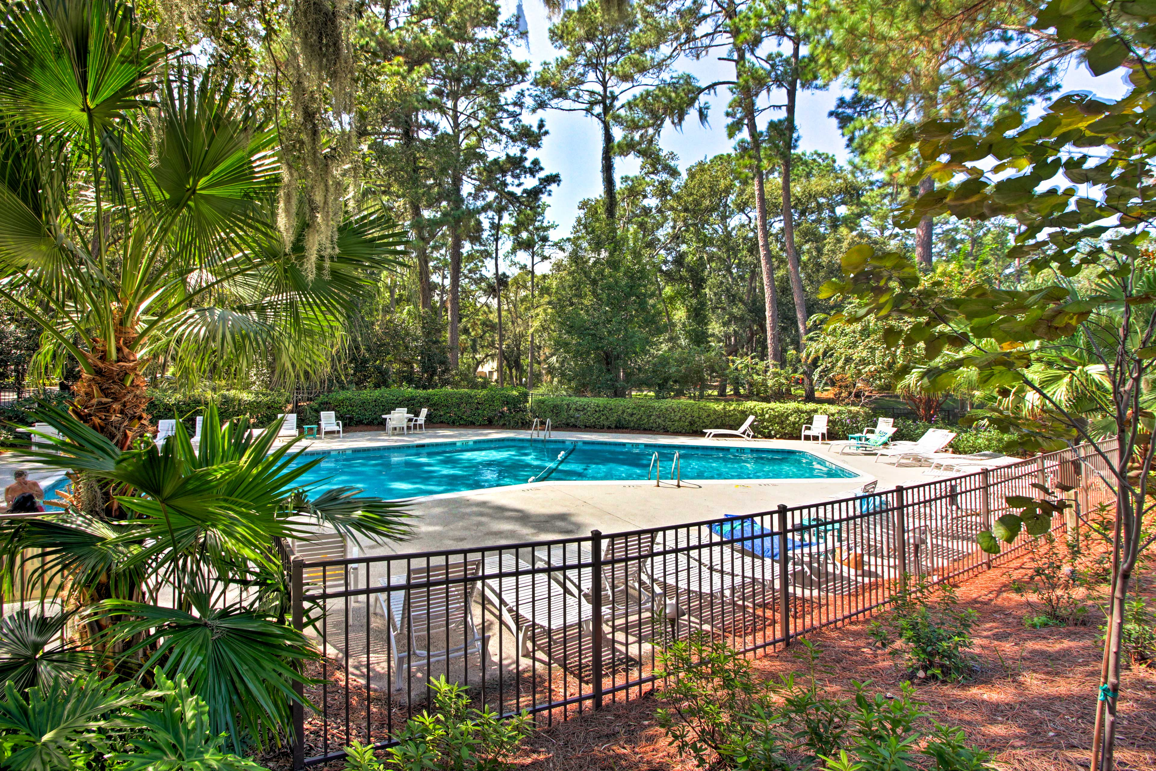 Enjoy access to the on-site pool and hot tub, or take a walk to Harbour Town!