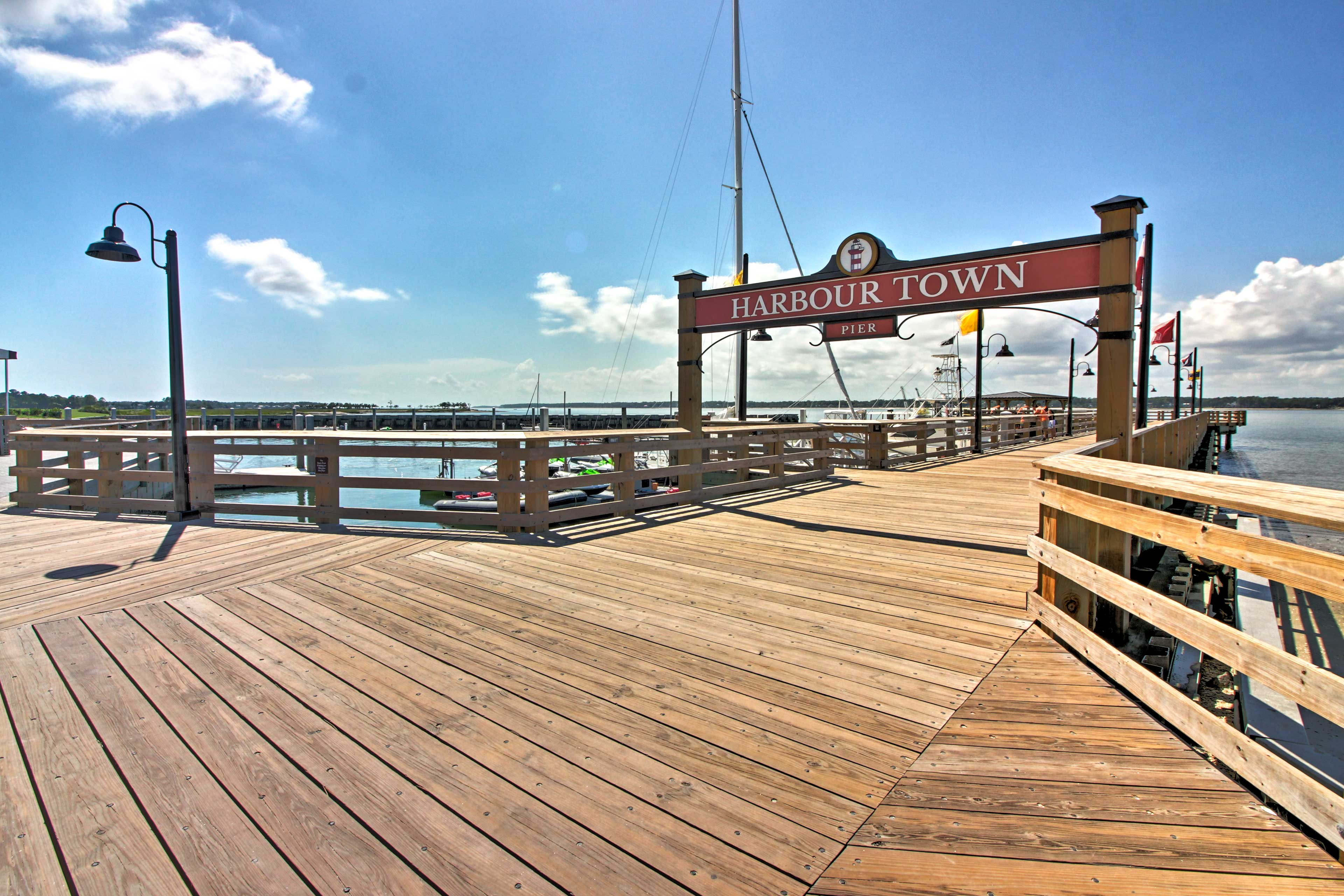 Harbour Town is just a 7-minute walk away!