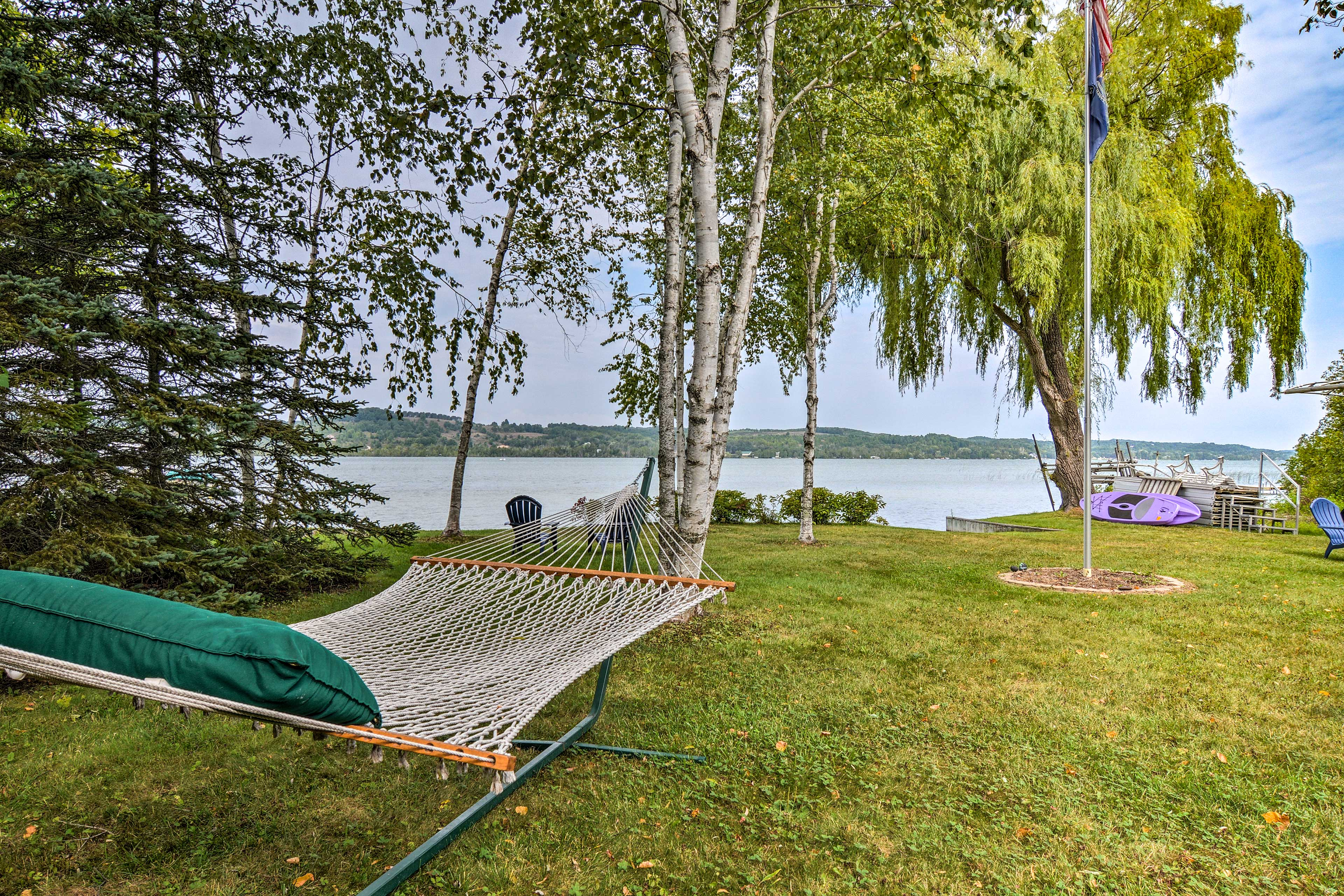 Lounge in the hammock with your favorite book and the peaceful lake sounds.