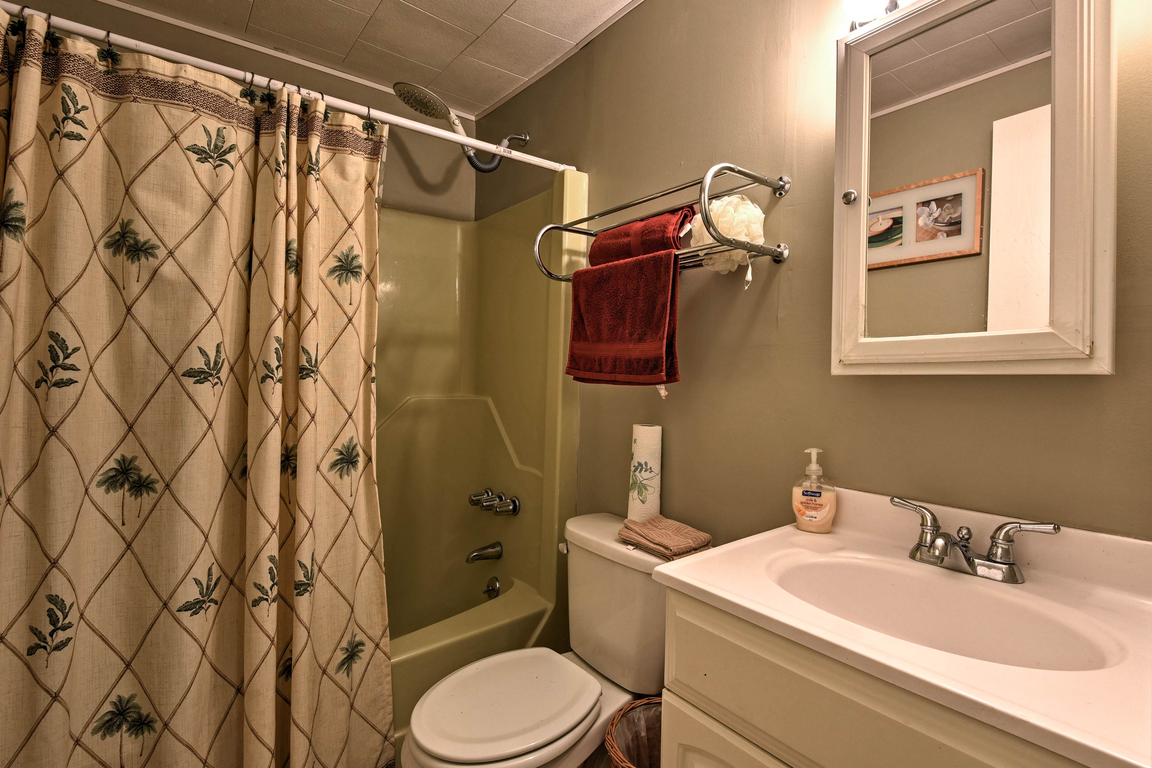 The full bathroom comes stocked with fresh towels.