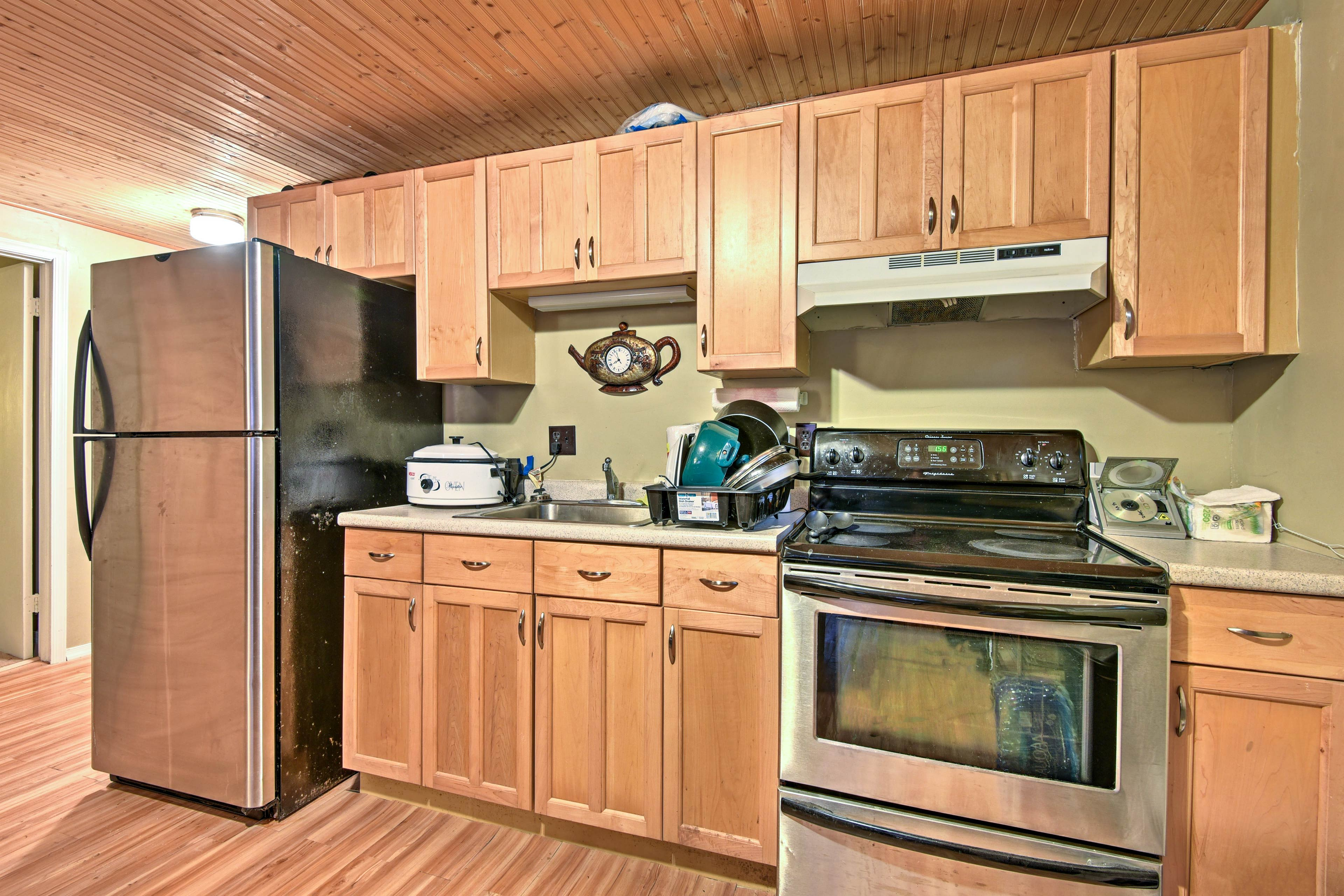 Essential appliances and cookware make home-cooking easy while on vacation.