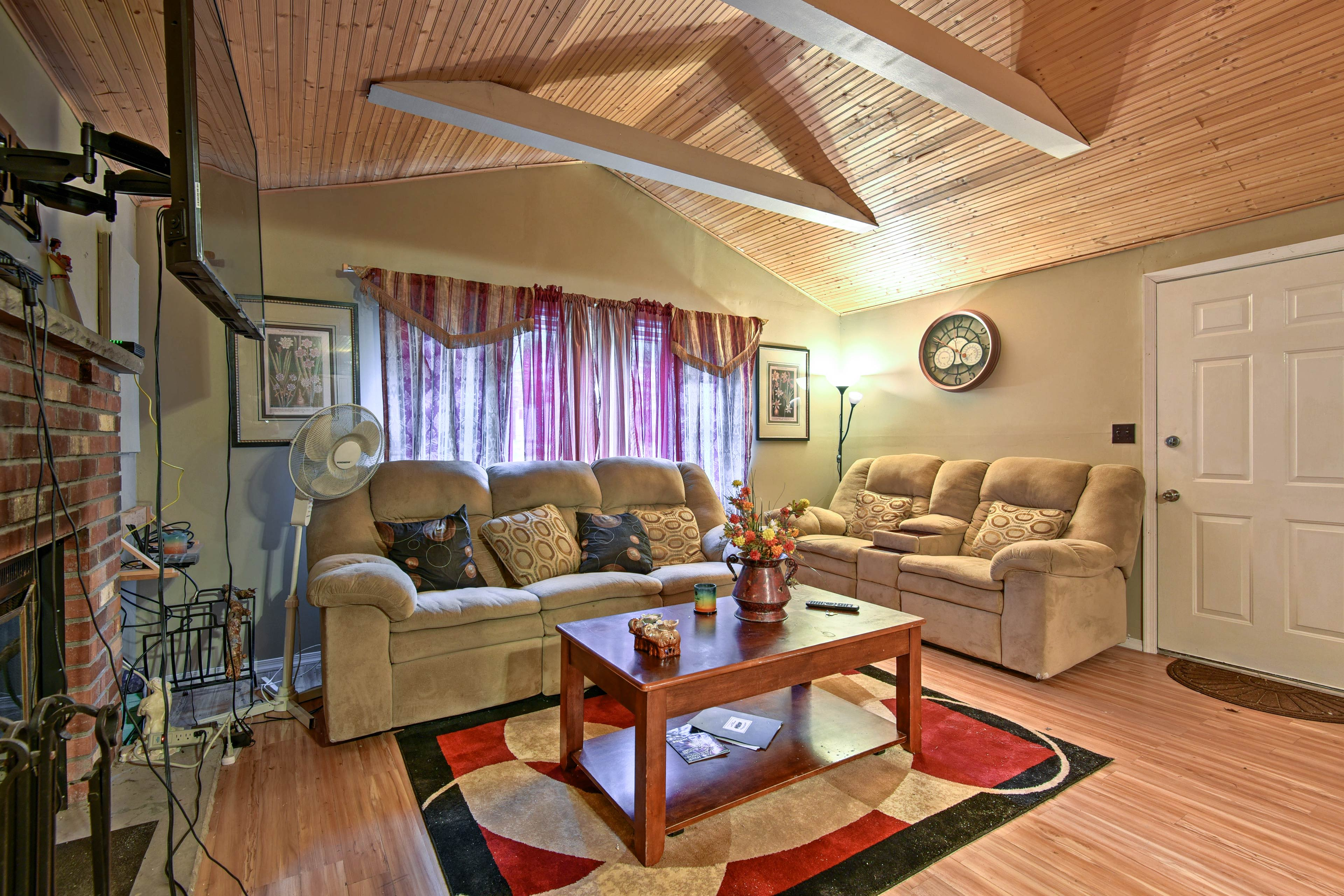 Unwind in this cozy interior after a day on the lake or ski slopes!