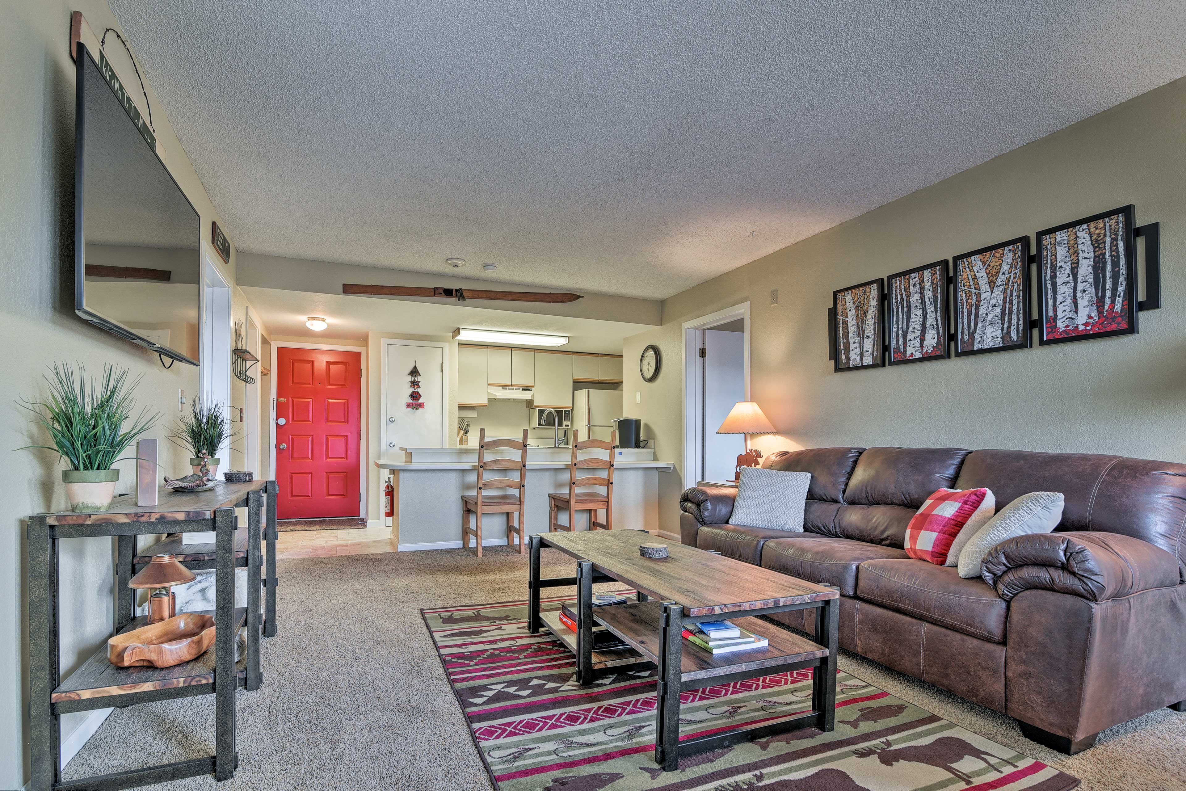 This condo can accommodate up to 8 guests.