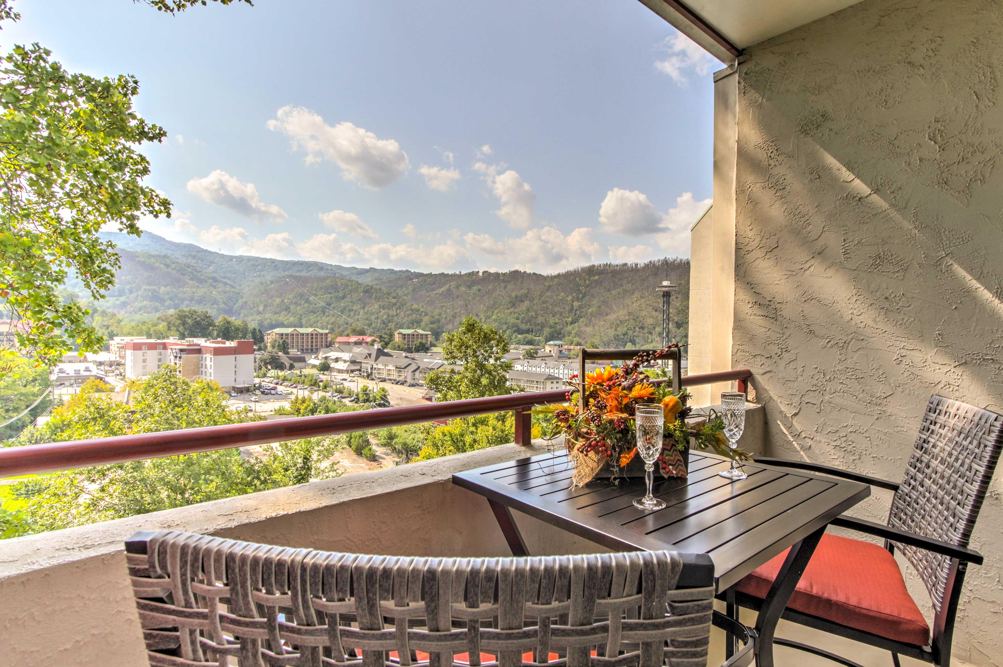 Enjoy breathtaking views of Gatlinburg, the Space Needle, and Smoky Mountains!