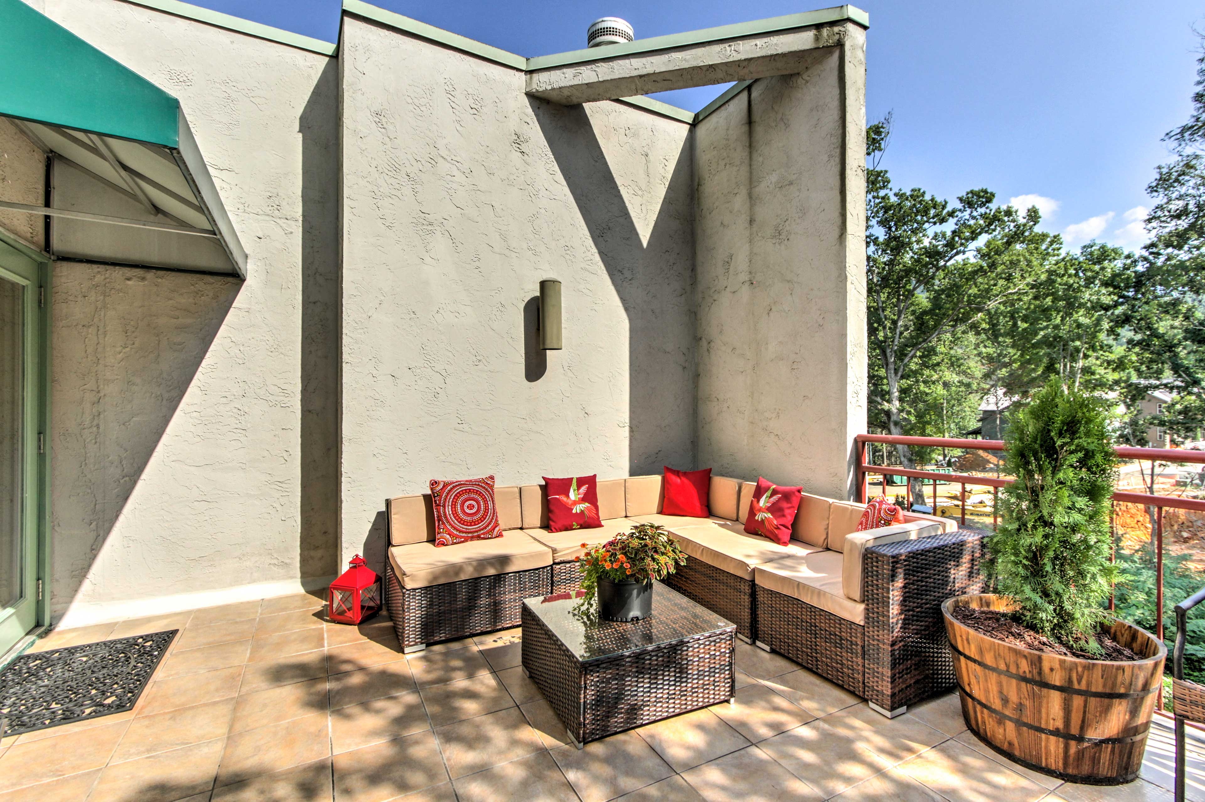 Spread out and unwind on the outdoor sectional.