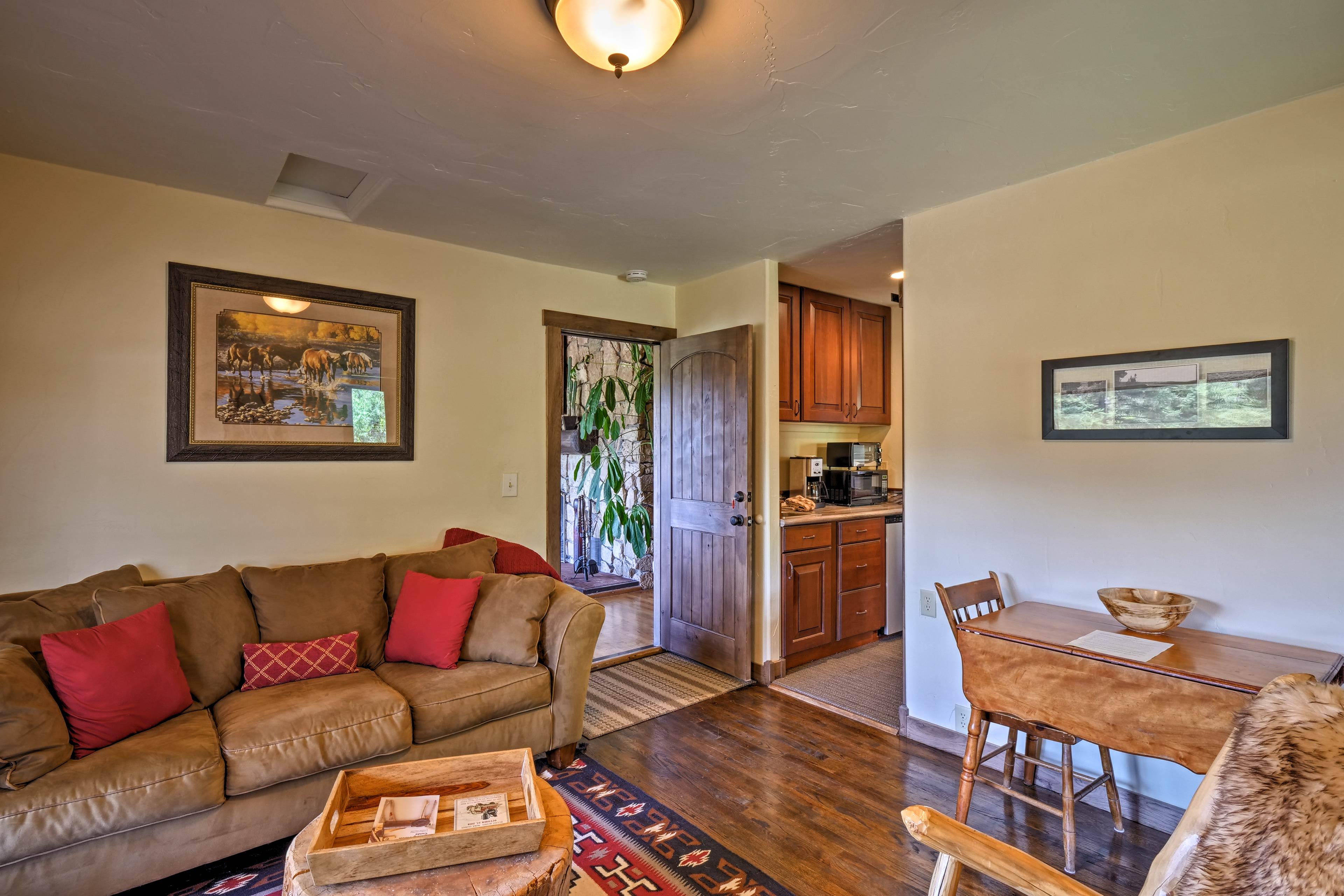 The private apartment features 2 entrances.