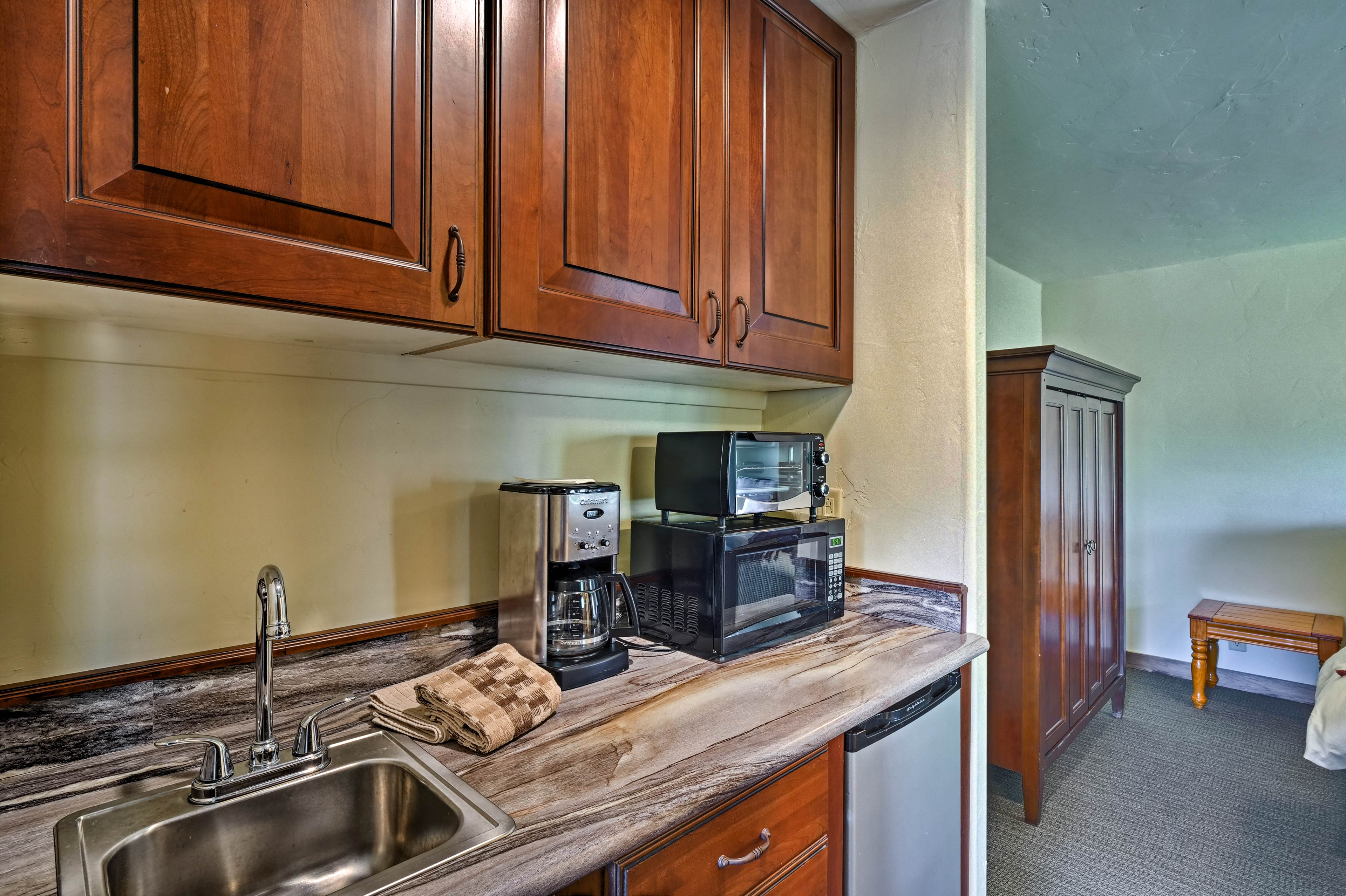 Prepare yummy breakfasts & snacks in the well-equipped kitchenette!