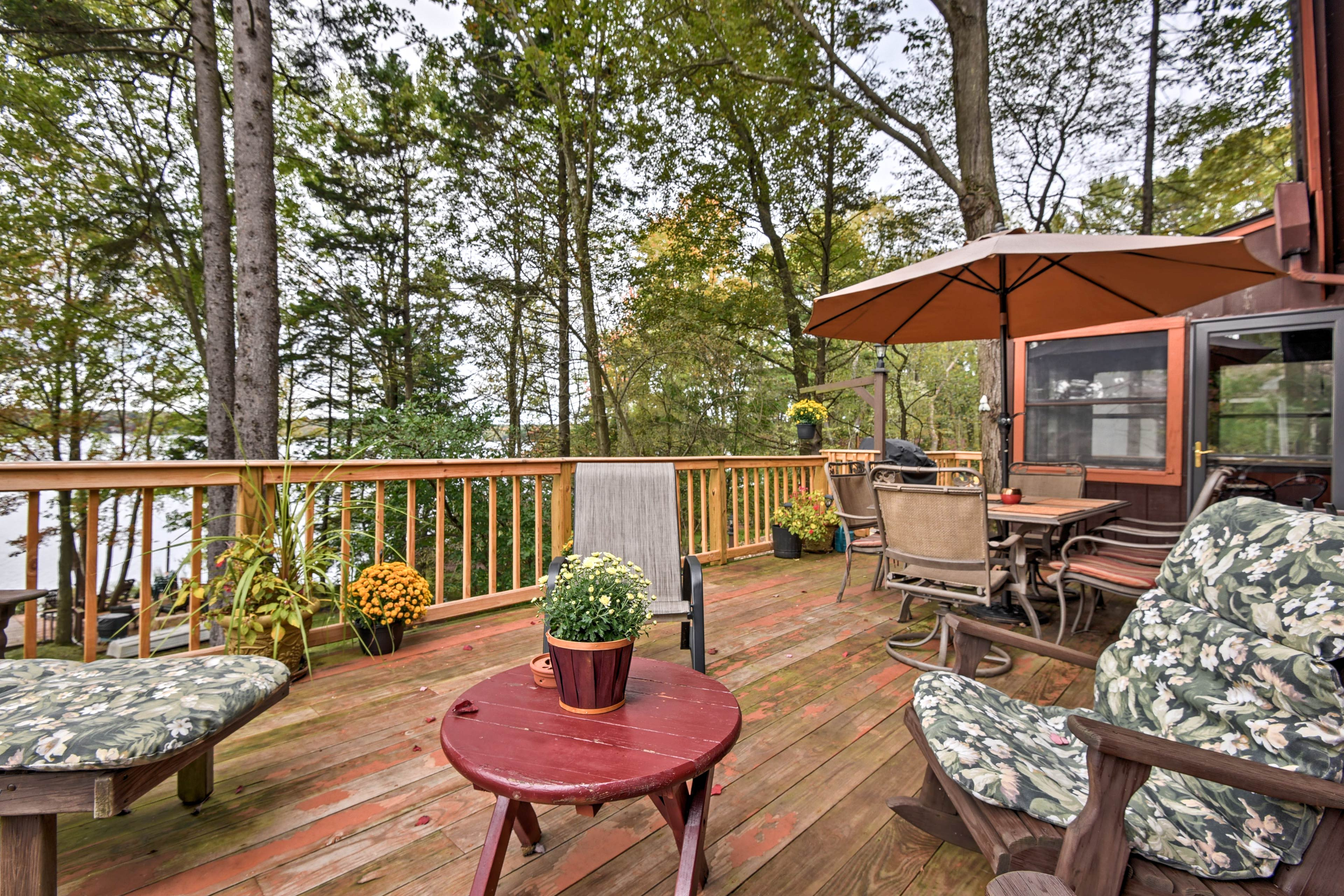 Escape to this 3,000-square-foot Arrowhead Lake  vacation rental home!