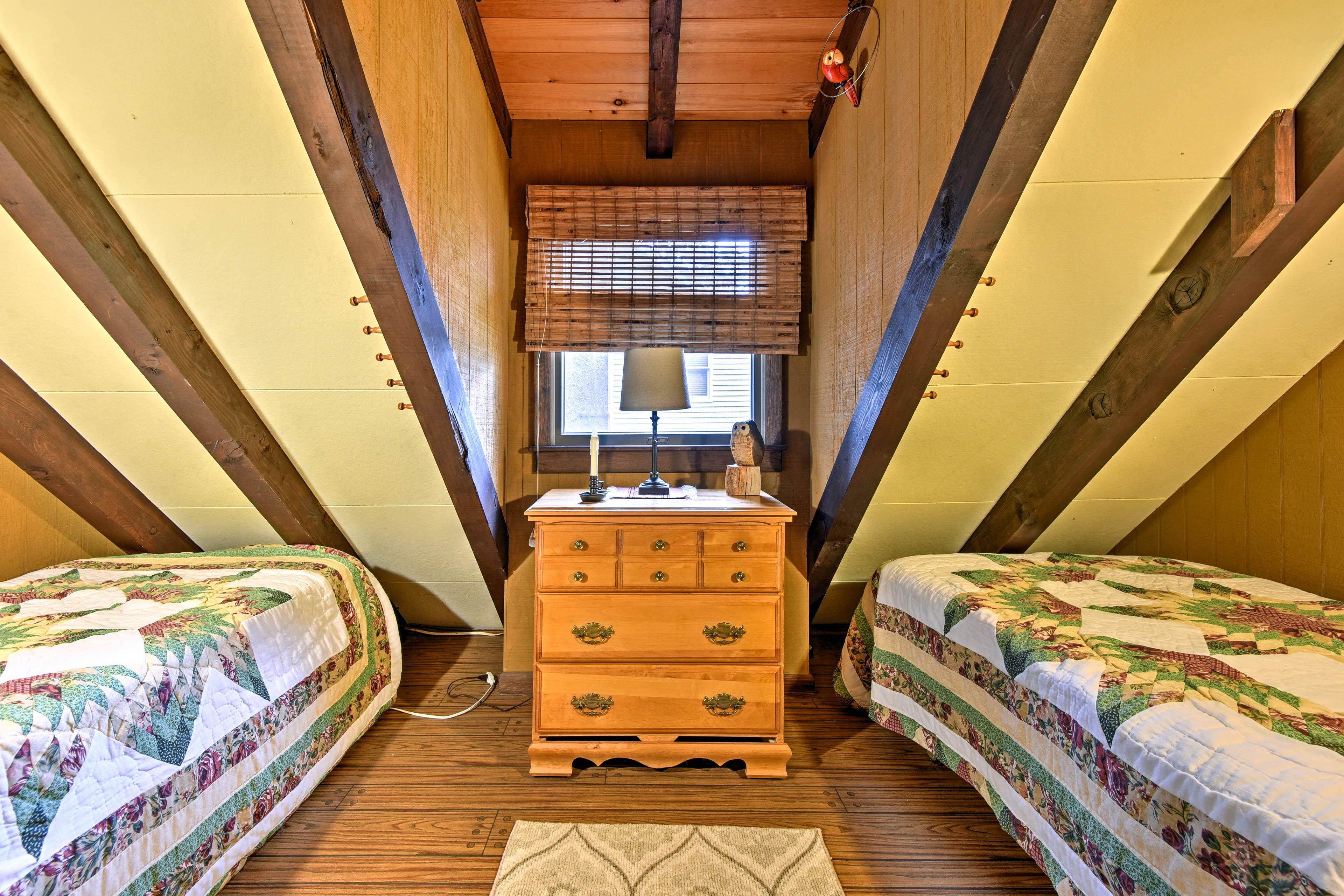 This room has 2 twin beds!