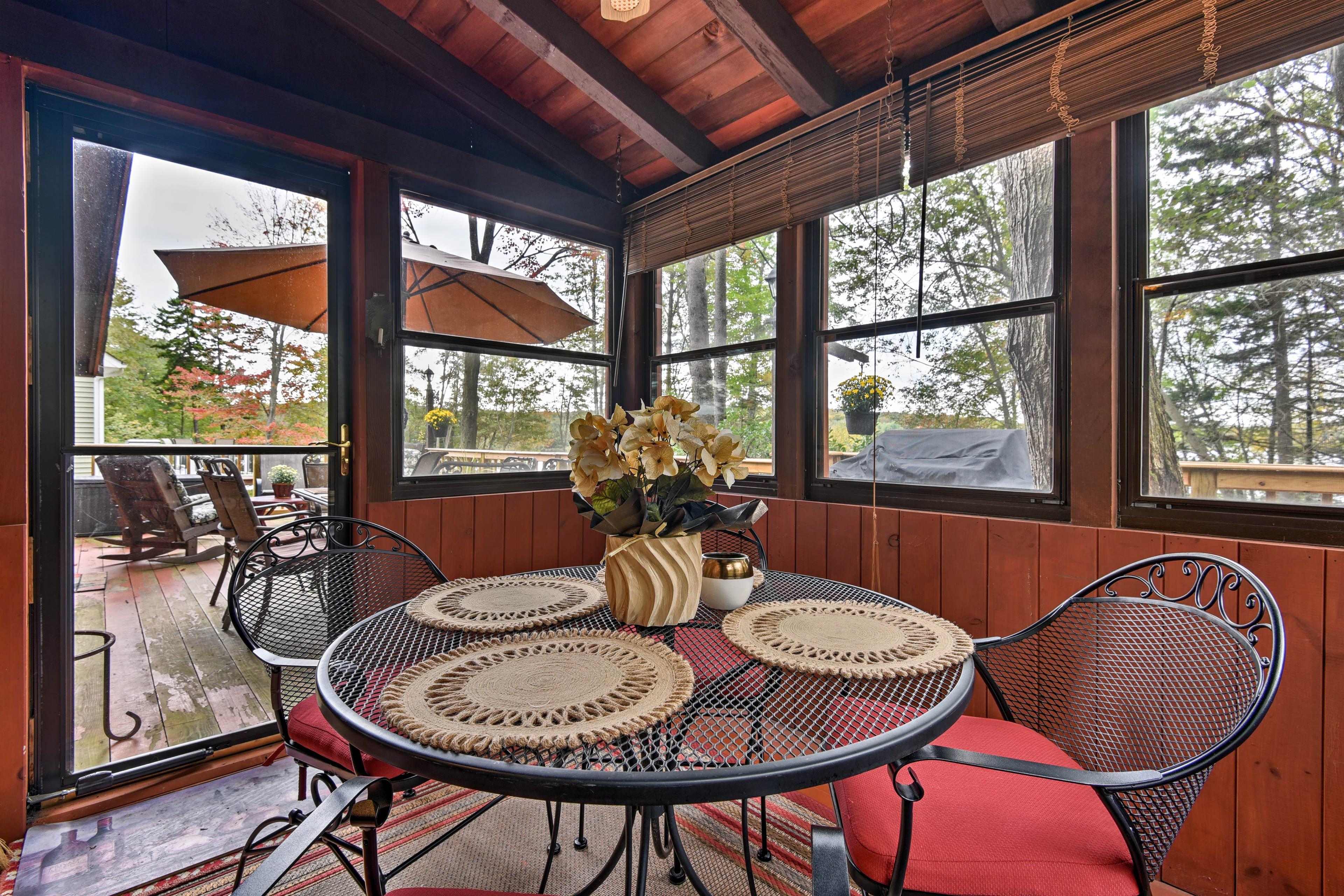 Enjoy meals in the screened-in breakfast porch.